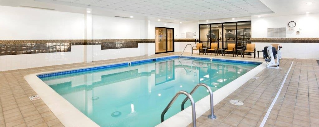 NC Hotels near Carowinds with Indoor Pool | Courtyard Charlotte