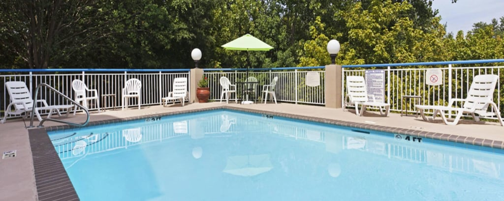 Hotelpool in South Charlotte