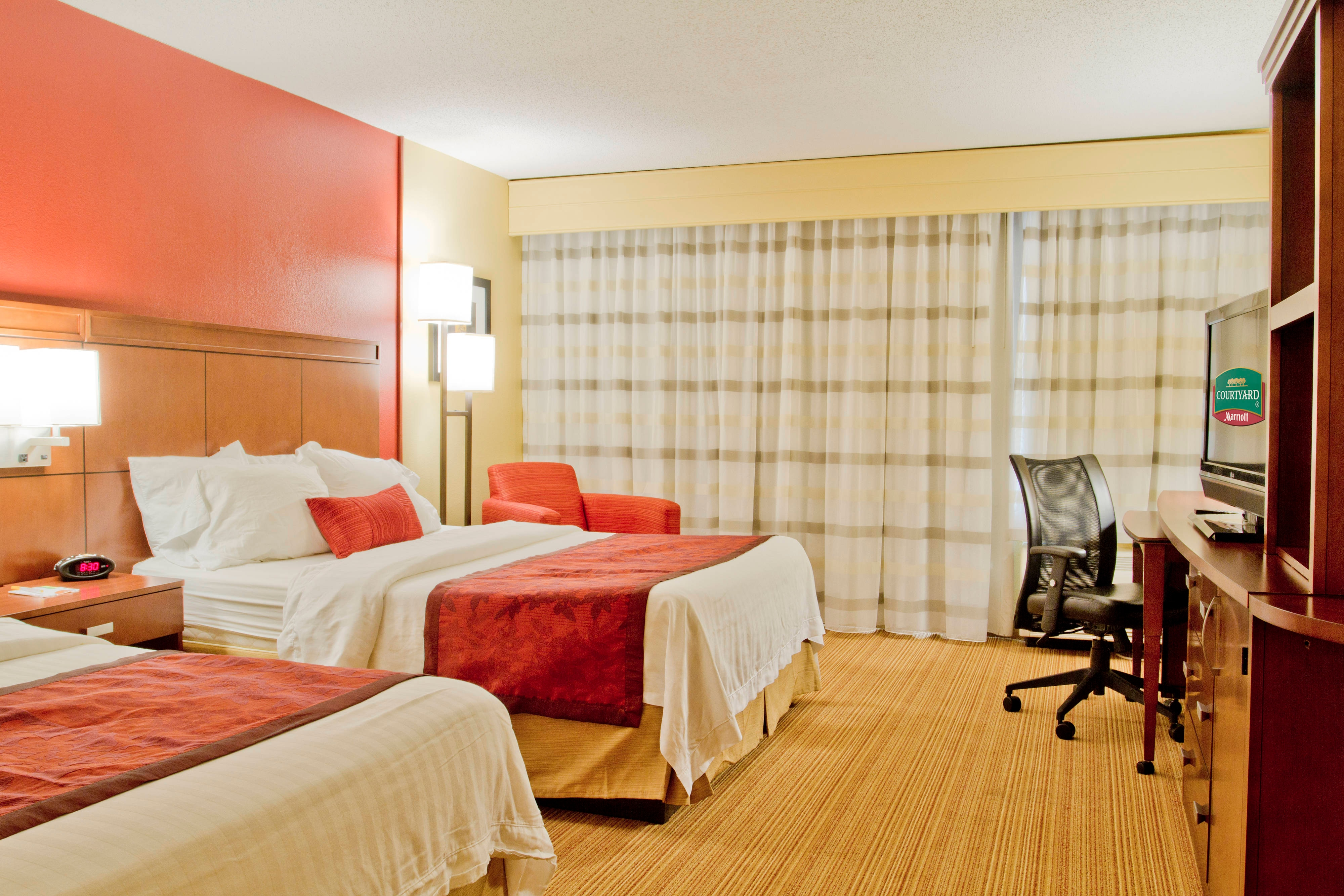 Spacious Guest Rooms Courtyard By Marriott Huntersville