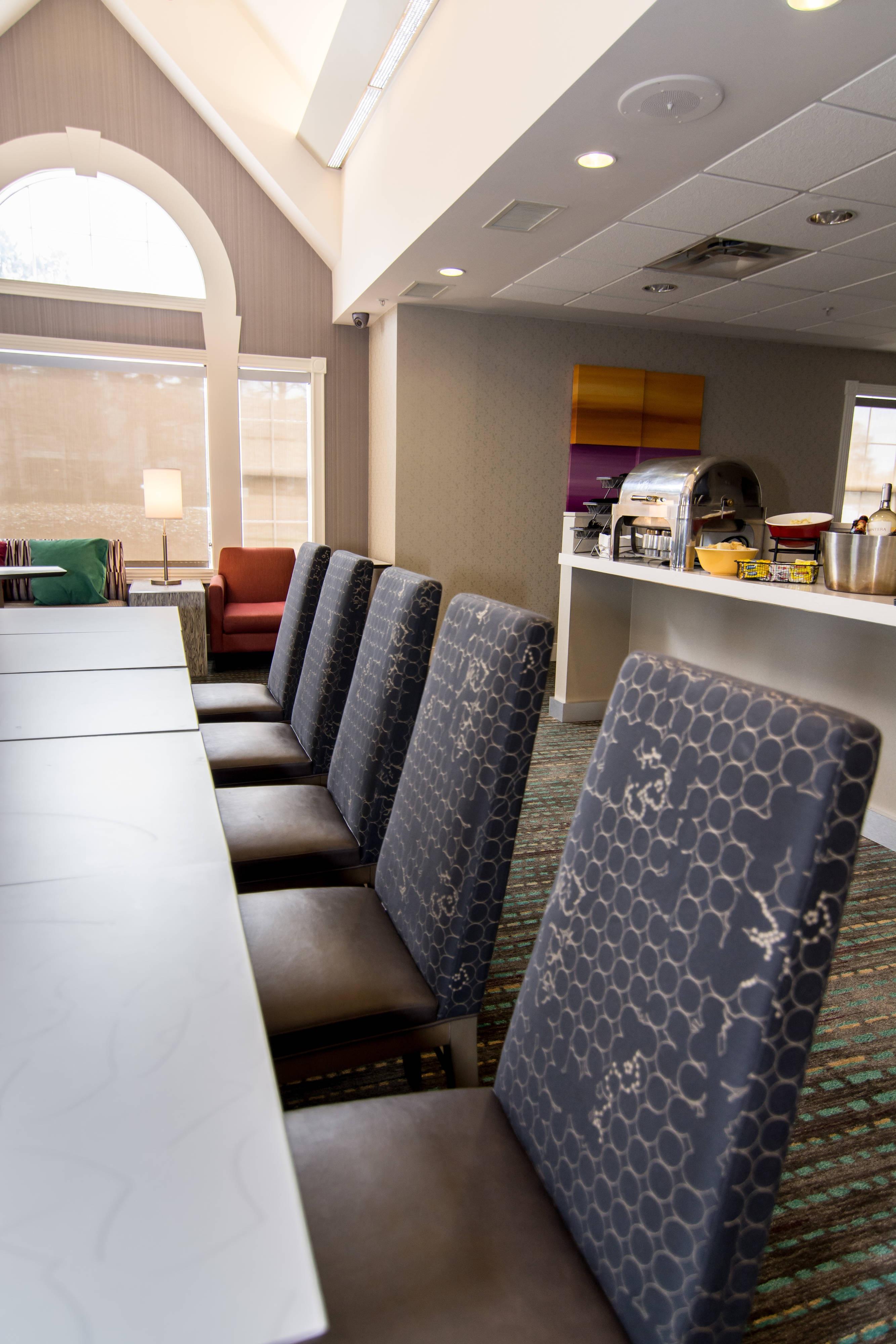 dining lobby free hot breakfast