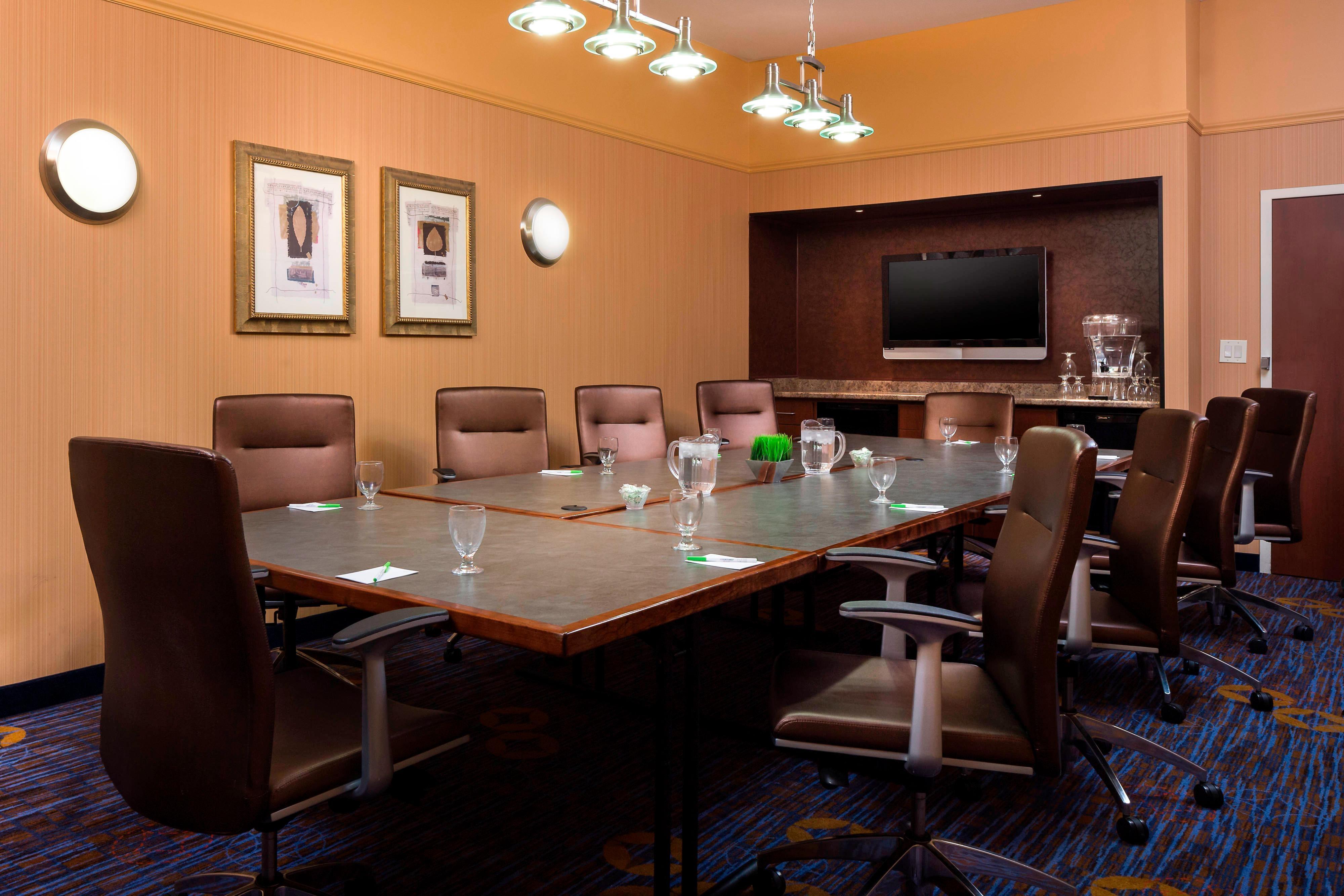 Columbia, MO Hotel Boardroom