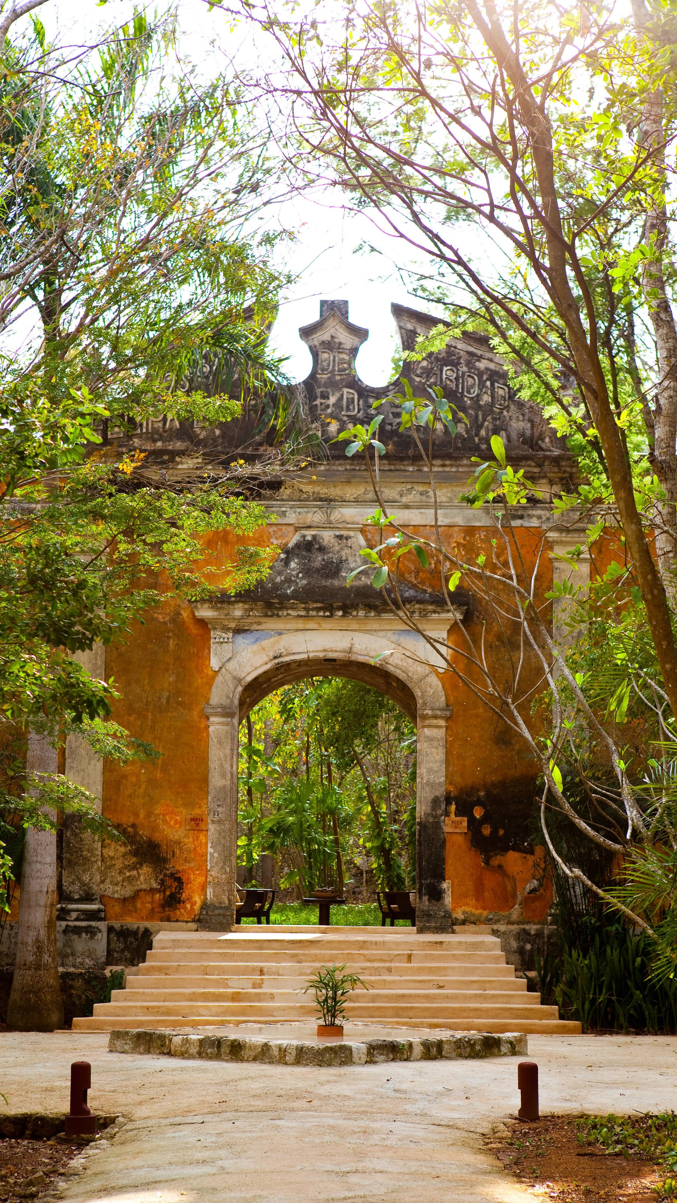 Entrance Colonial Suite