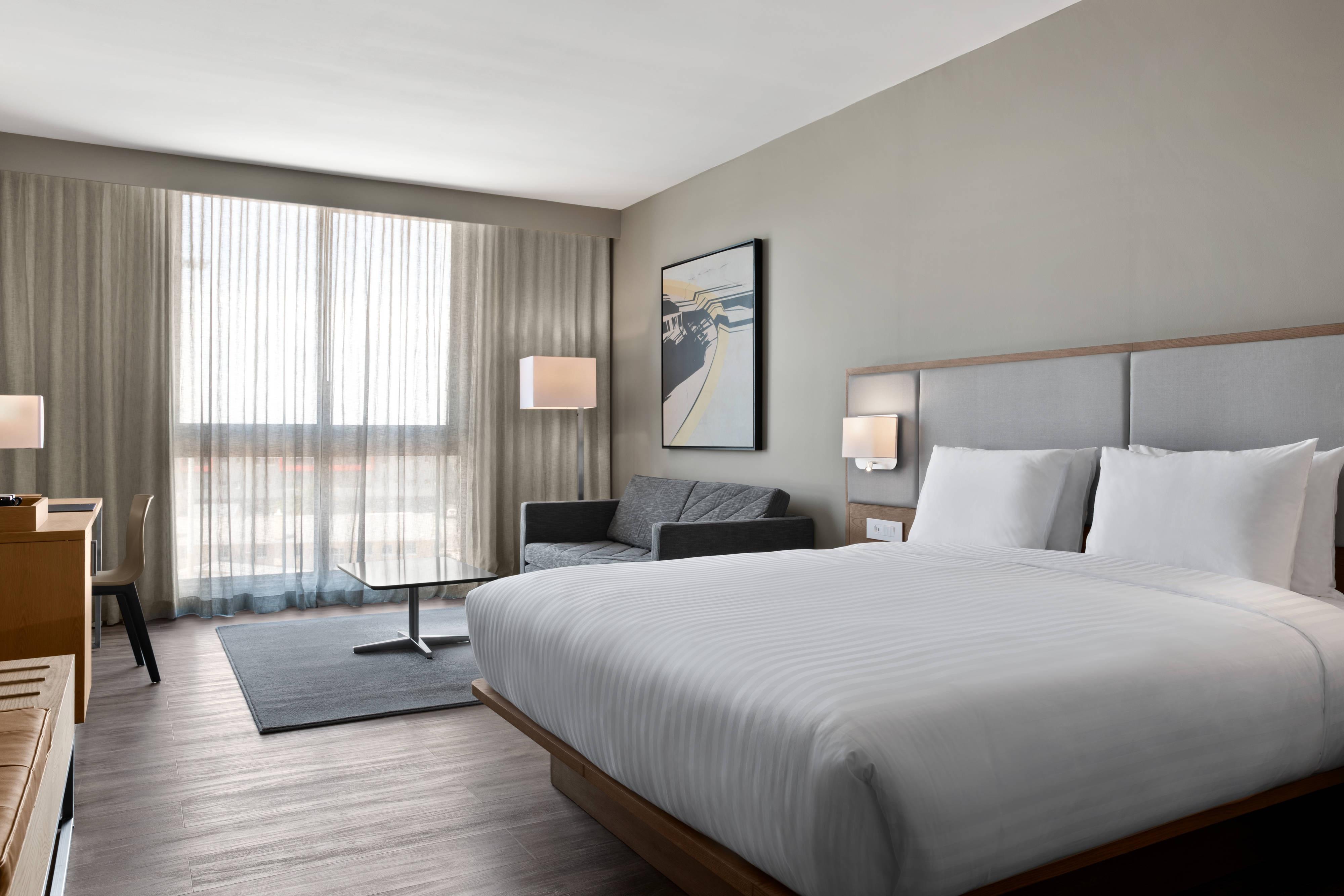 Chambre avec lit king size - Vue sur le port