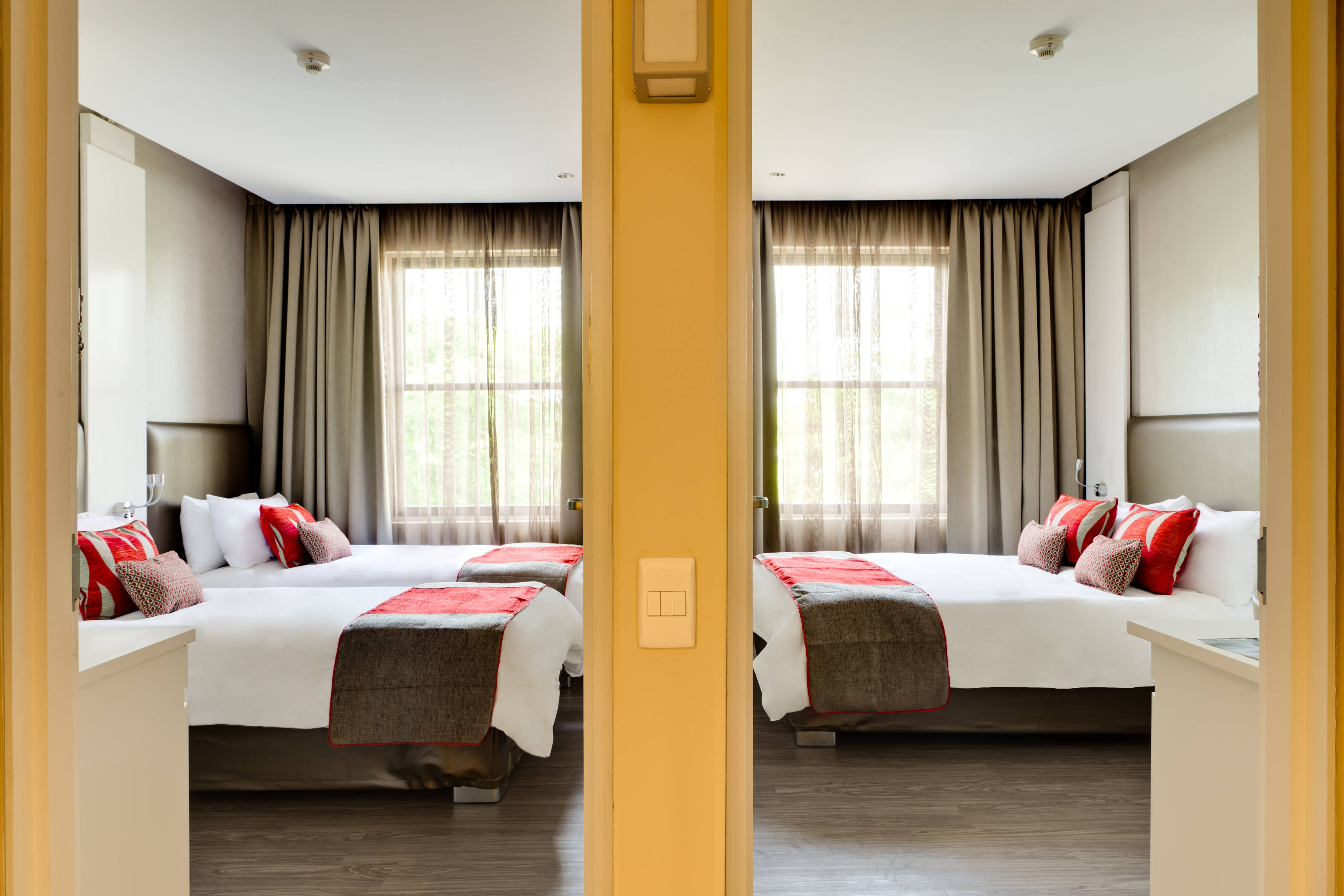 Cama King y dos camas dobles - Habitación familiar