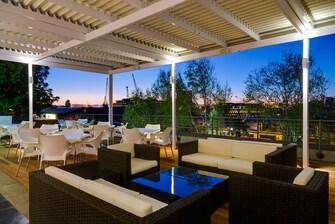 Stonebreakers Restaurant - Outdoor Seating