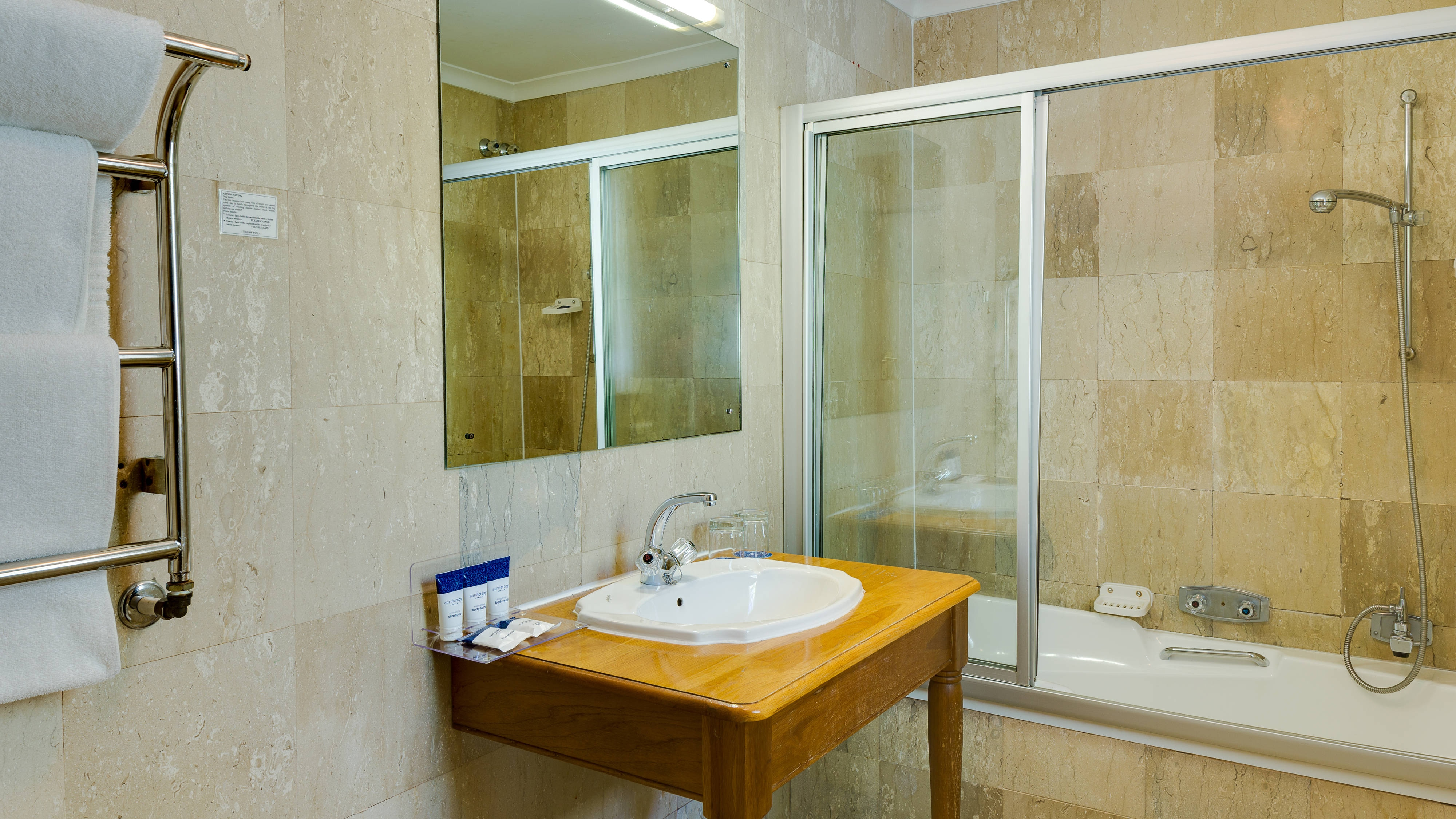 Protea Hotel Dorpshuis & Spa Bathroom