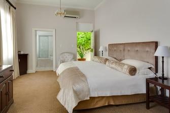 Protea Hotel Dorpshuis & Spa guestroom