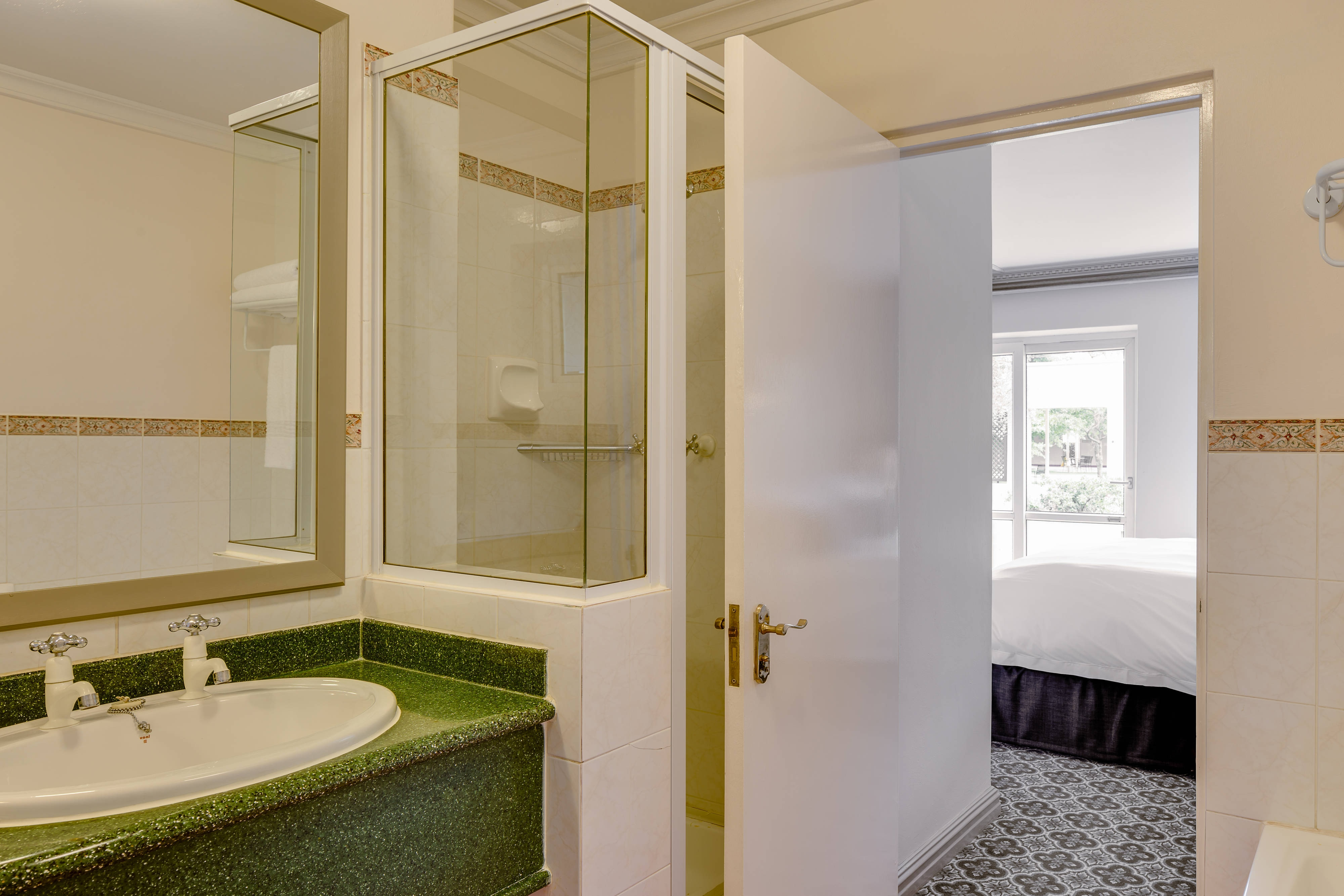 Protea Hotel Mowbray Suite Bathroom