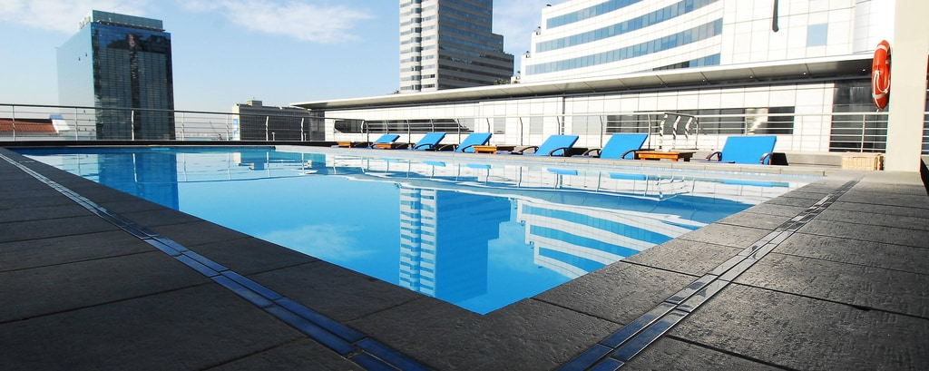 Outdoor Rooftop Pool & View