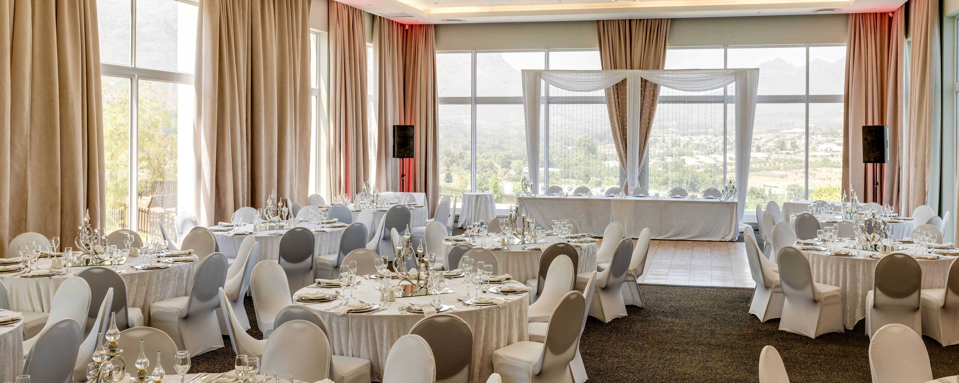 Change Decor Function Room For Wedding
