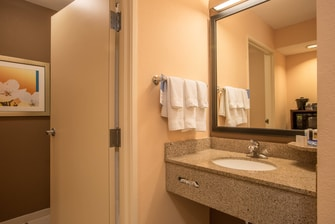 Columbus, GA hotel guest bathroom