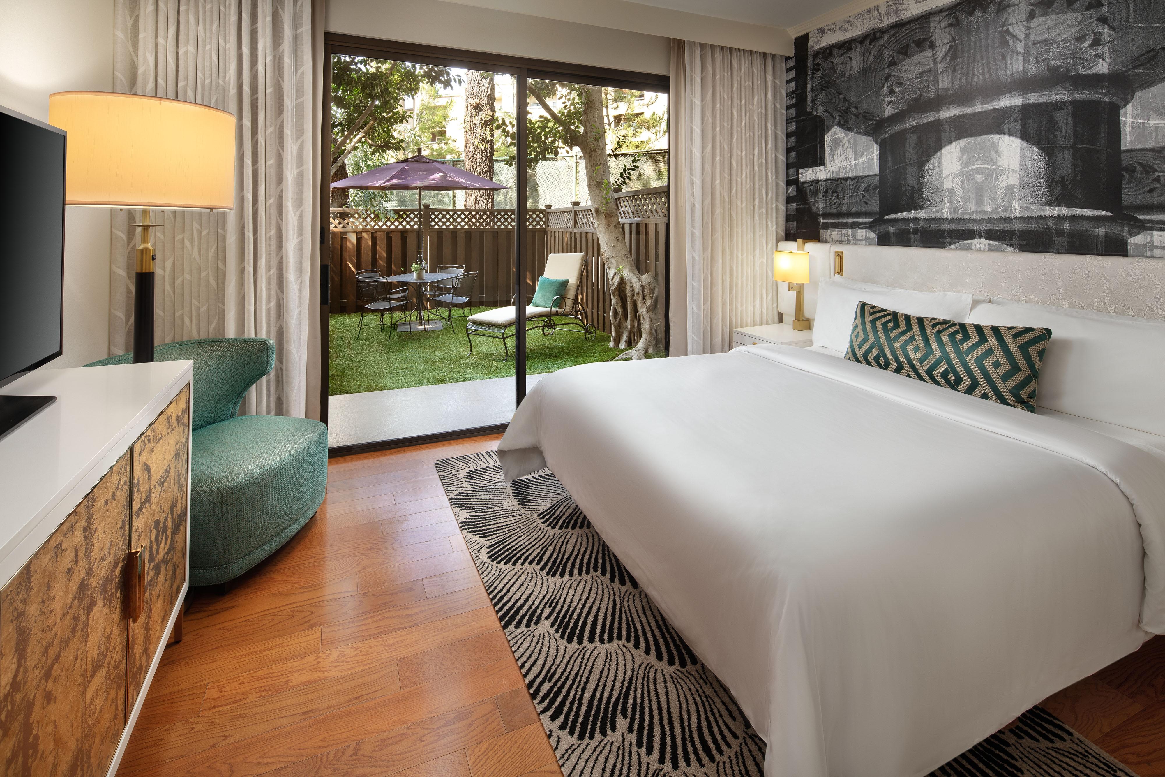 Junior Suite mit Kingsize-Bett– Blick von der Terrasse