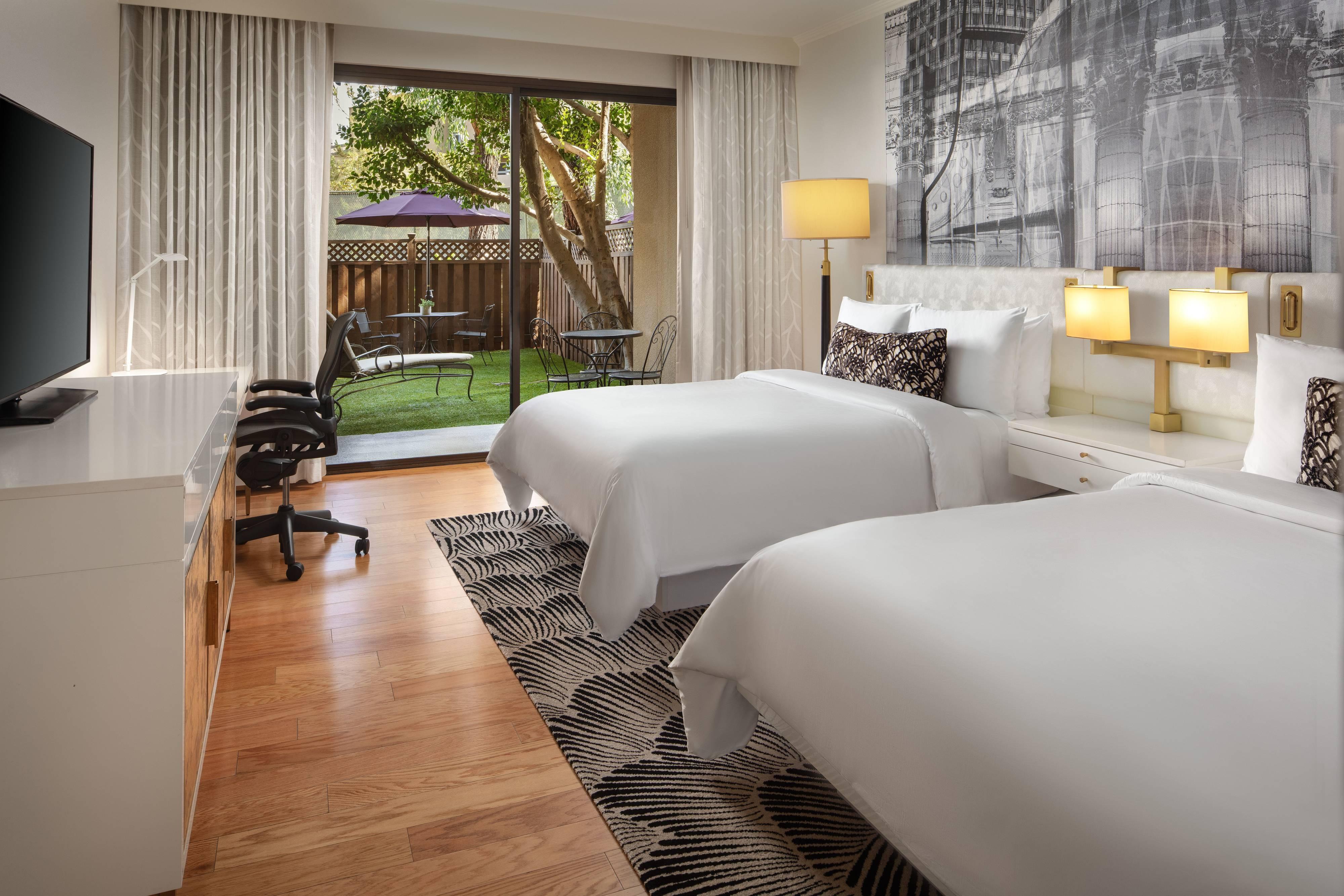 Deluxe-Gästezimmer mit zwei Queensize-Betten und Terrasse