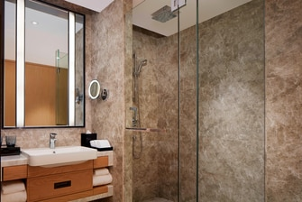 Business Deluxe Bathroom