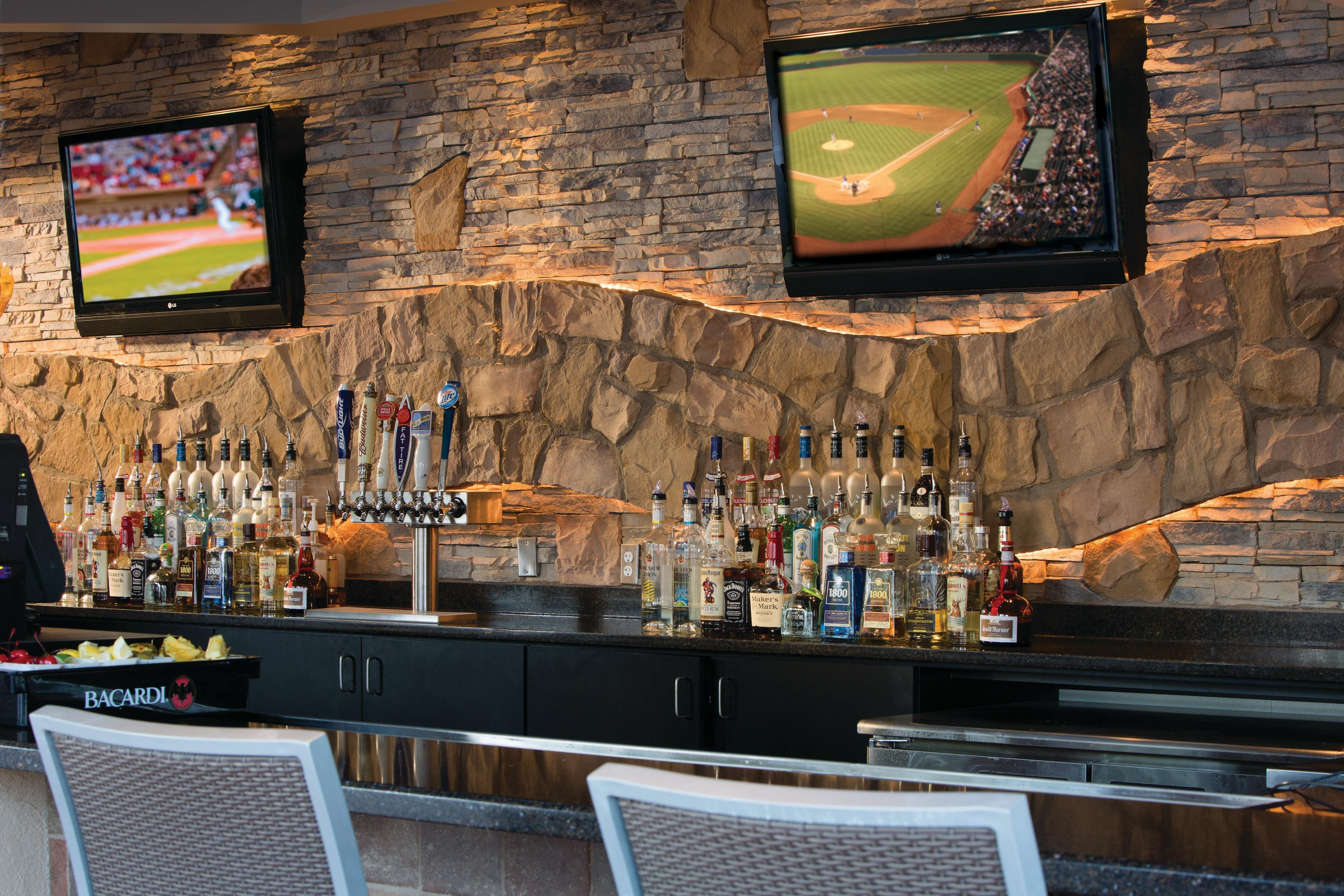 Water's Edge Bar & Grill