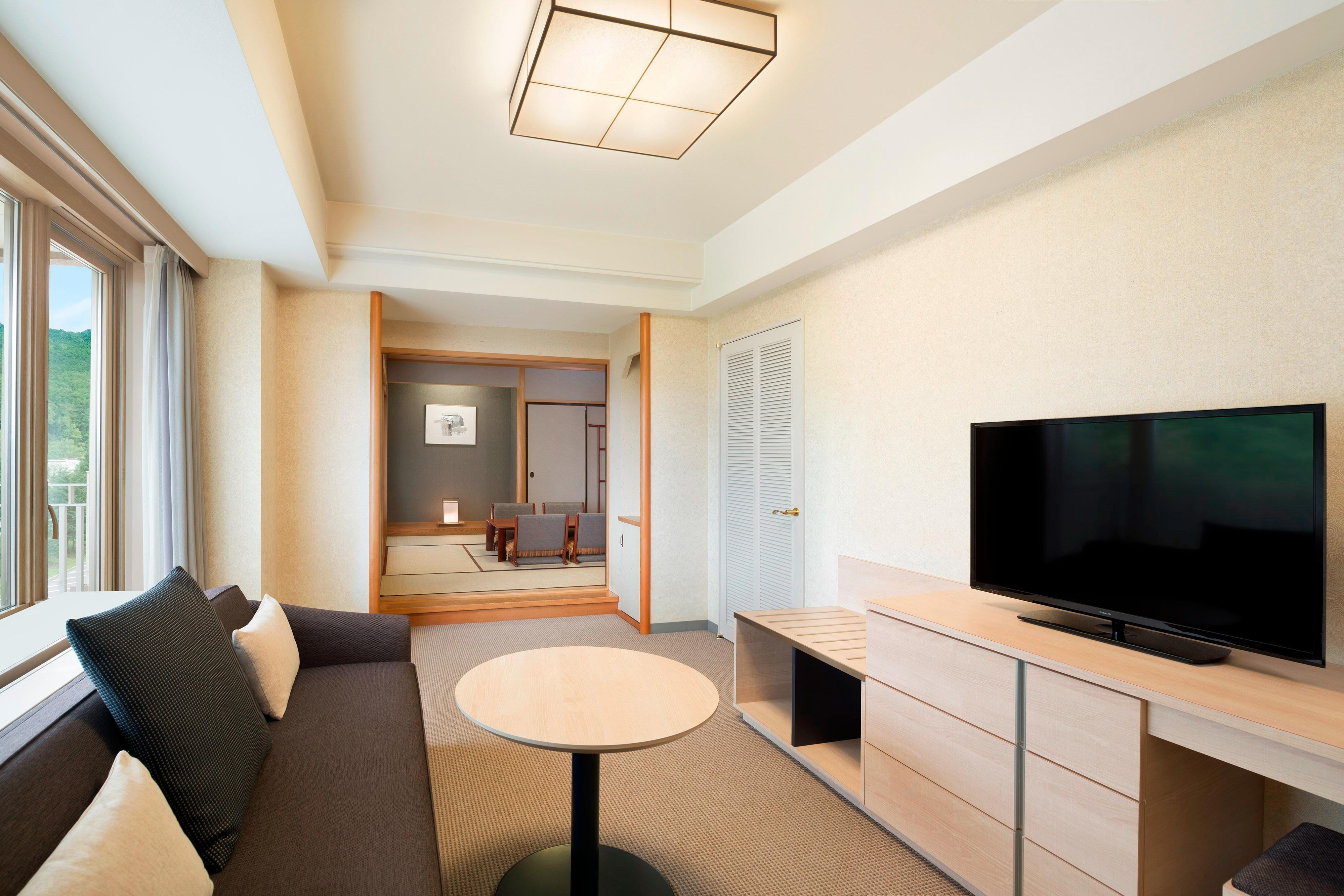 Japanese And Oriental Suite - Living Room