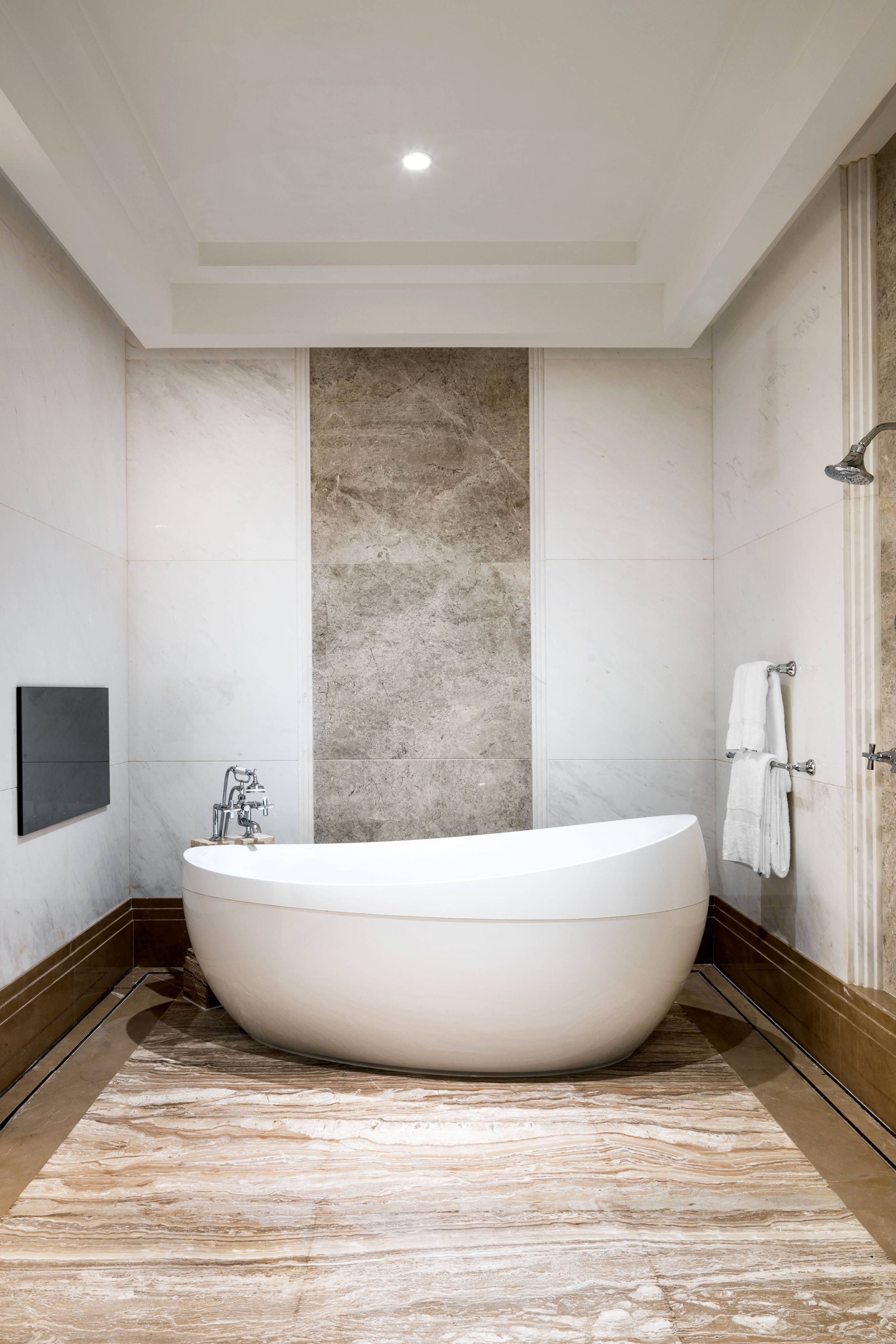 Presidential Suite - Master Bathroom Tub