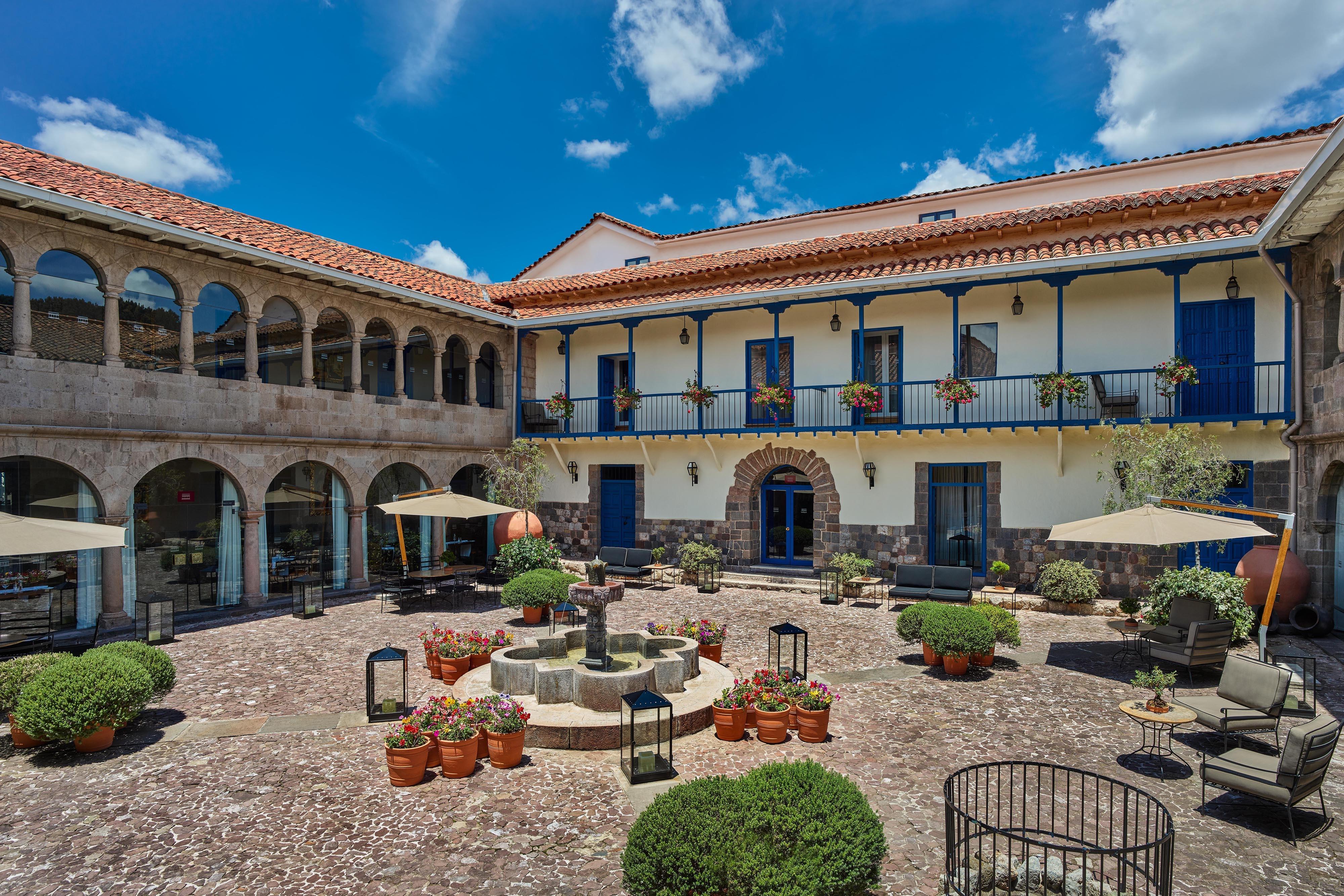 Palacio Courtyard