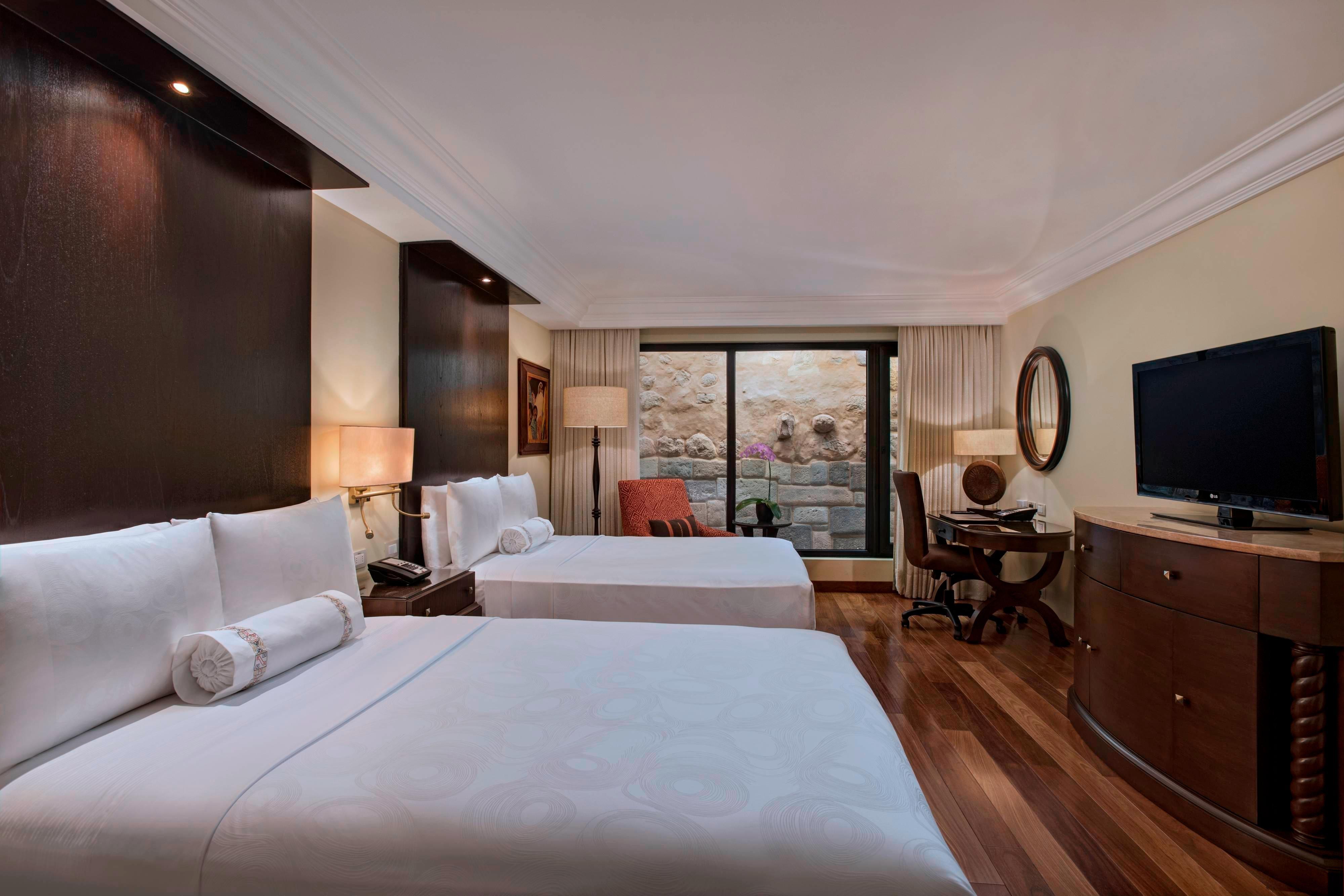Chambre classique Inca Wall à deux lits doubles