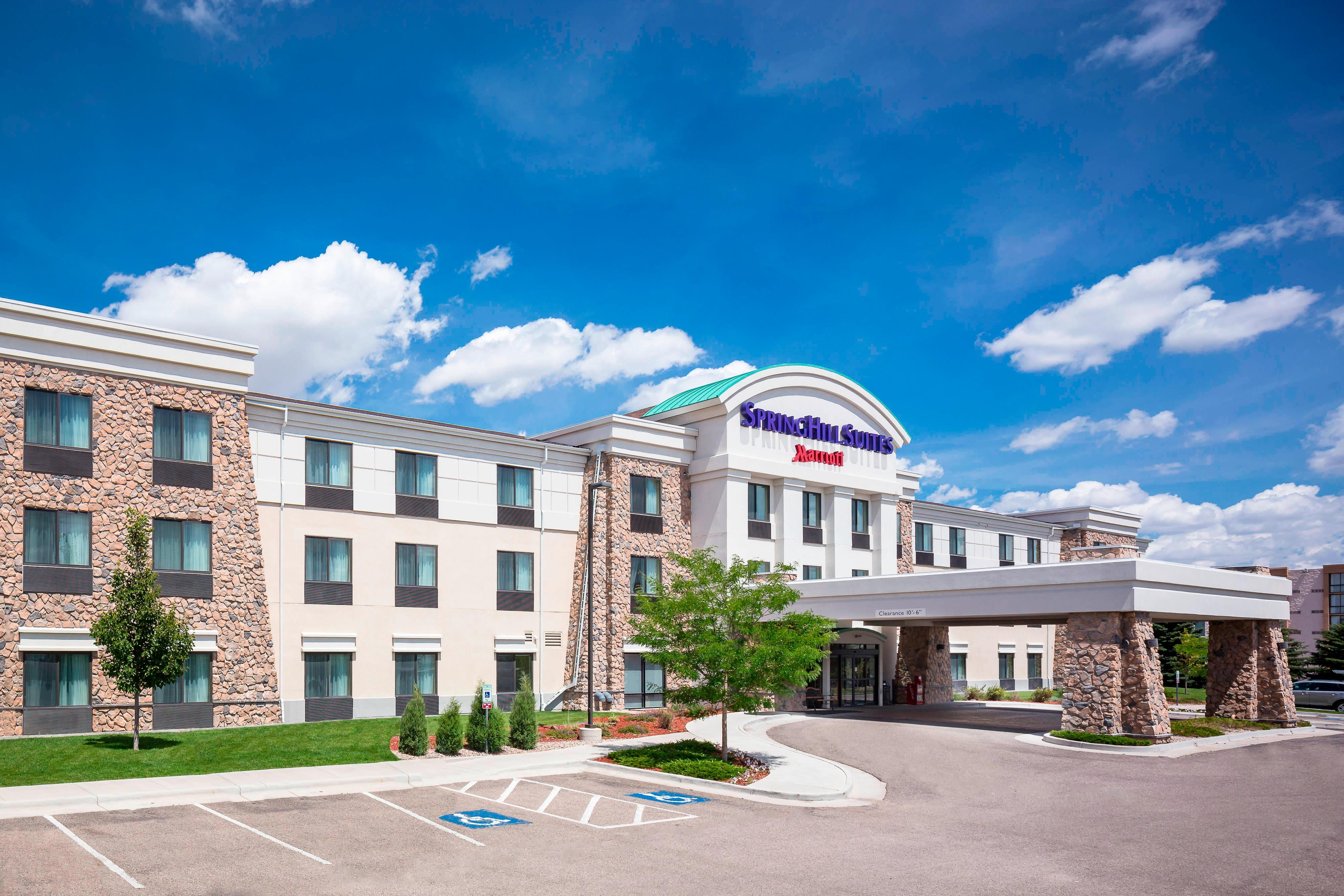 ワイオミング州シャイアン中心街のホテルの外観