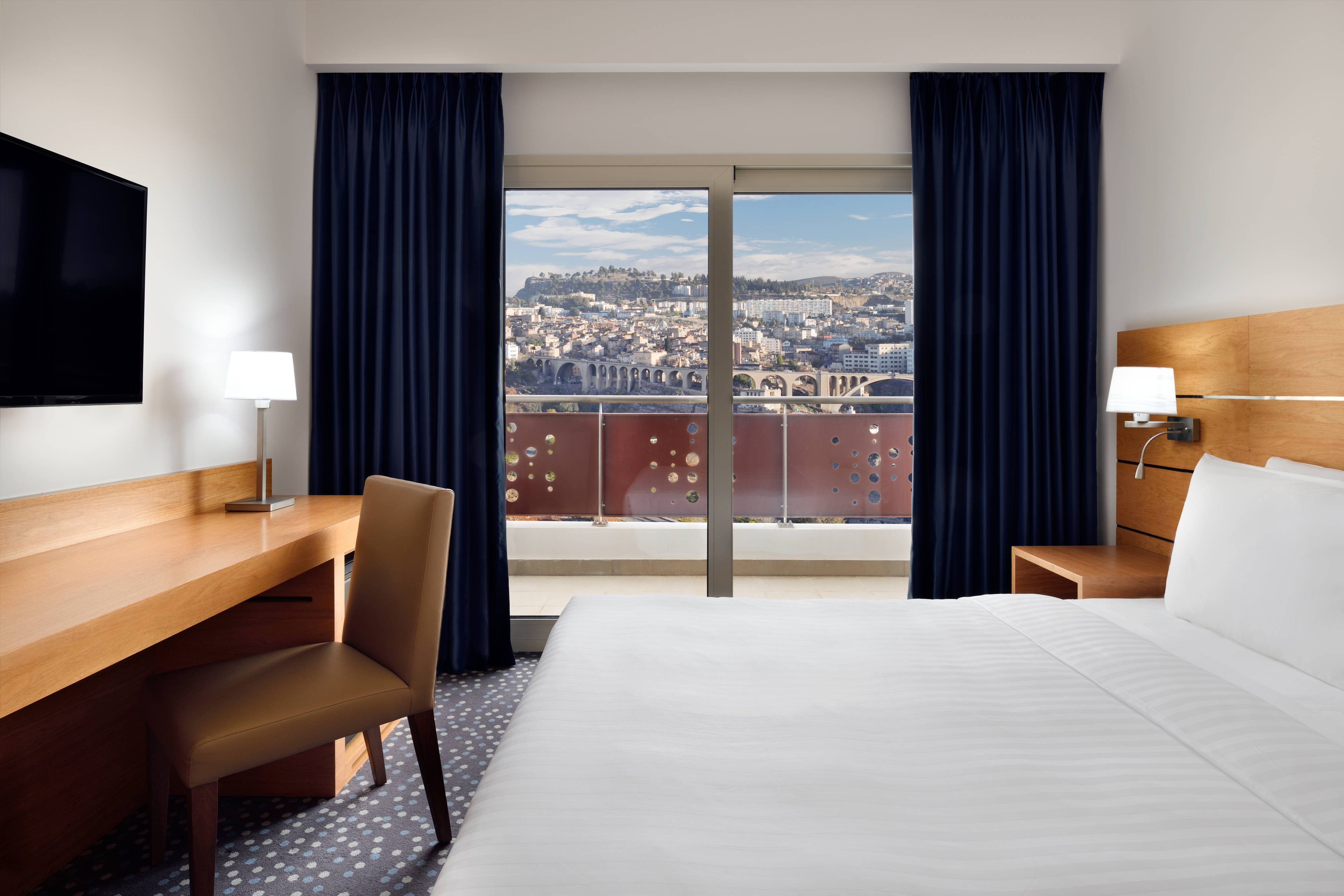 Deluxe Room King City View