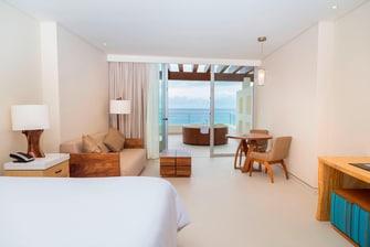 Habitación Deluxe con cama tamaño King, piscina de hidromasajes al aire libre