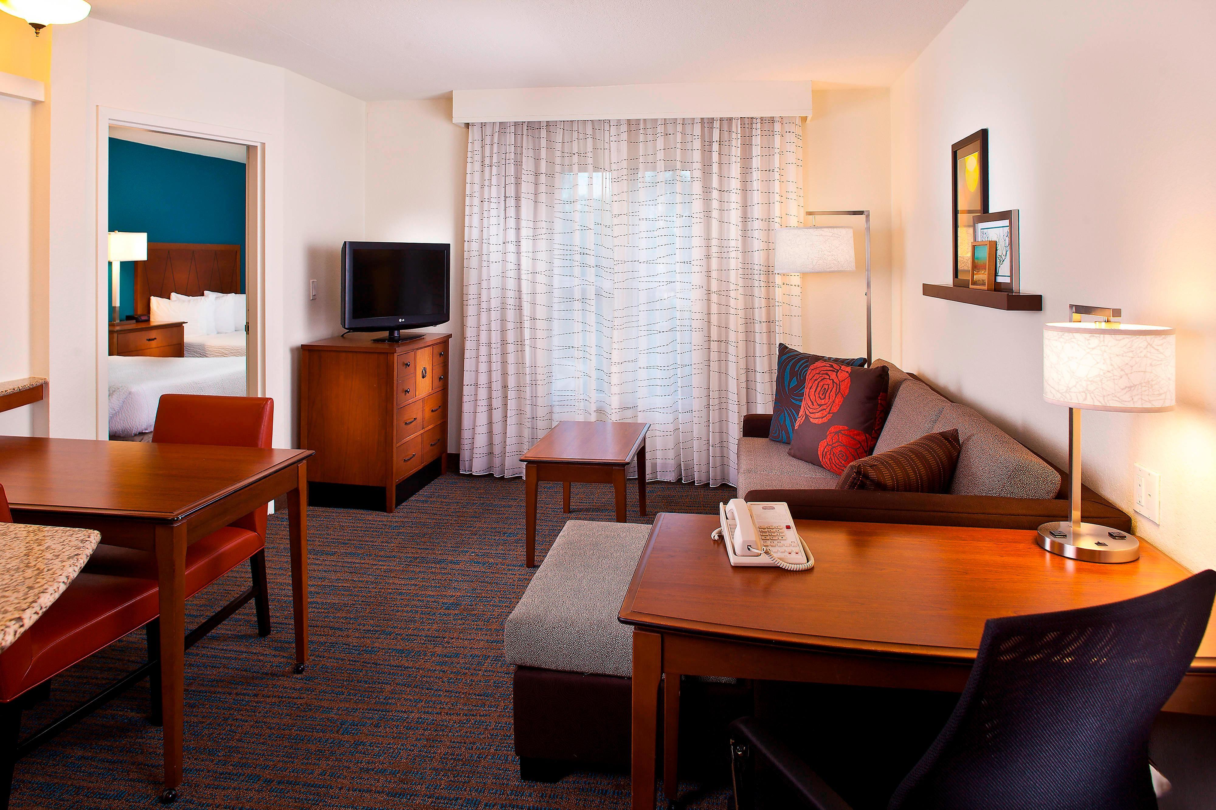 One-Bedroom Queen/Queen Suite – Living Area