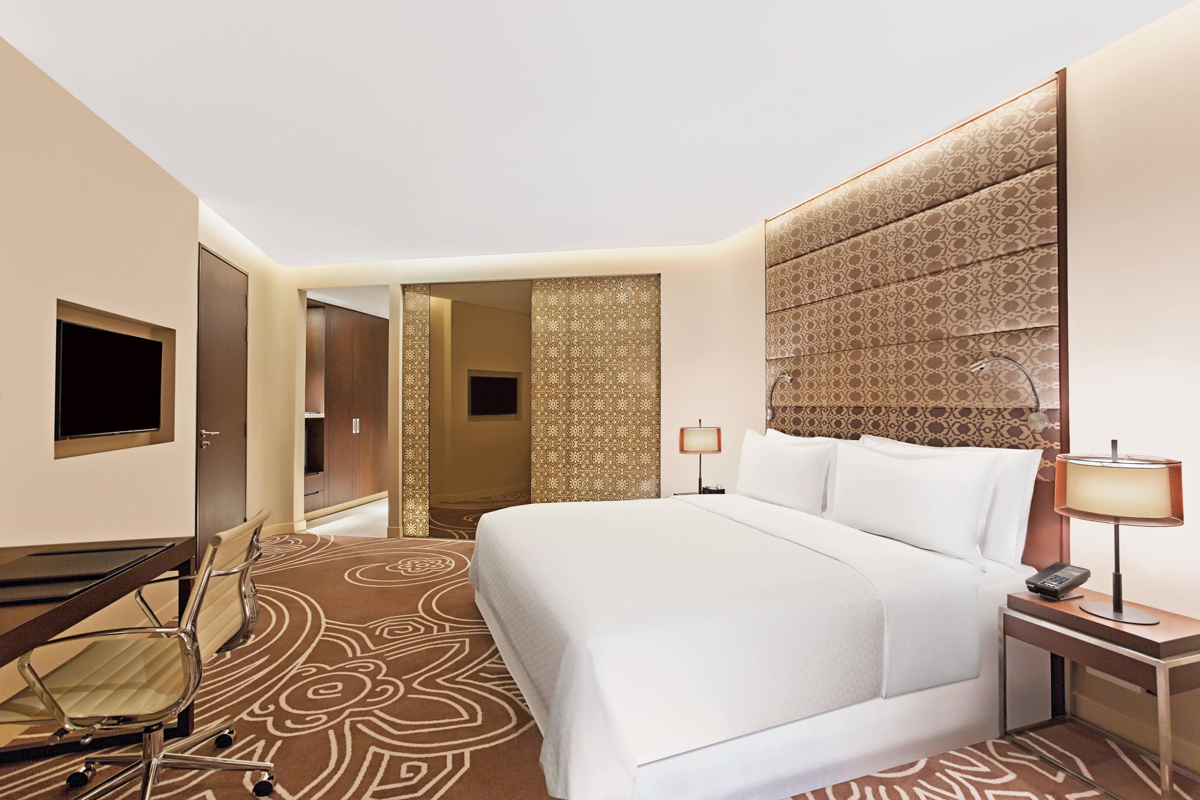 Deluxe Gästezimmer mit Kingsize-Bett und Stadtblick