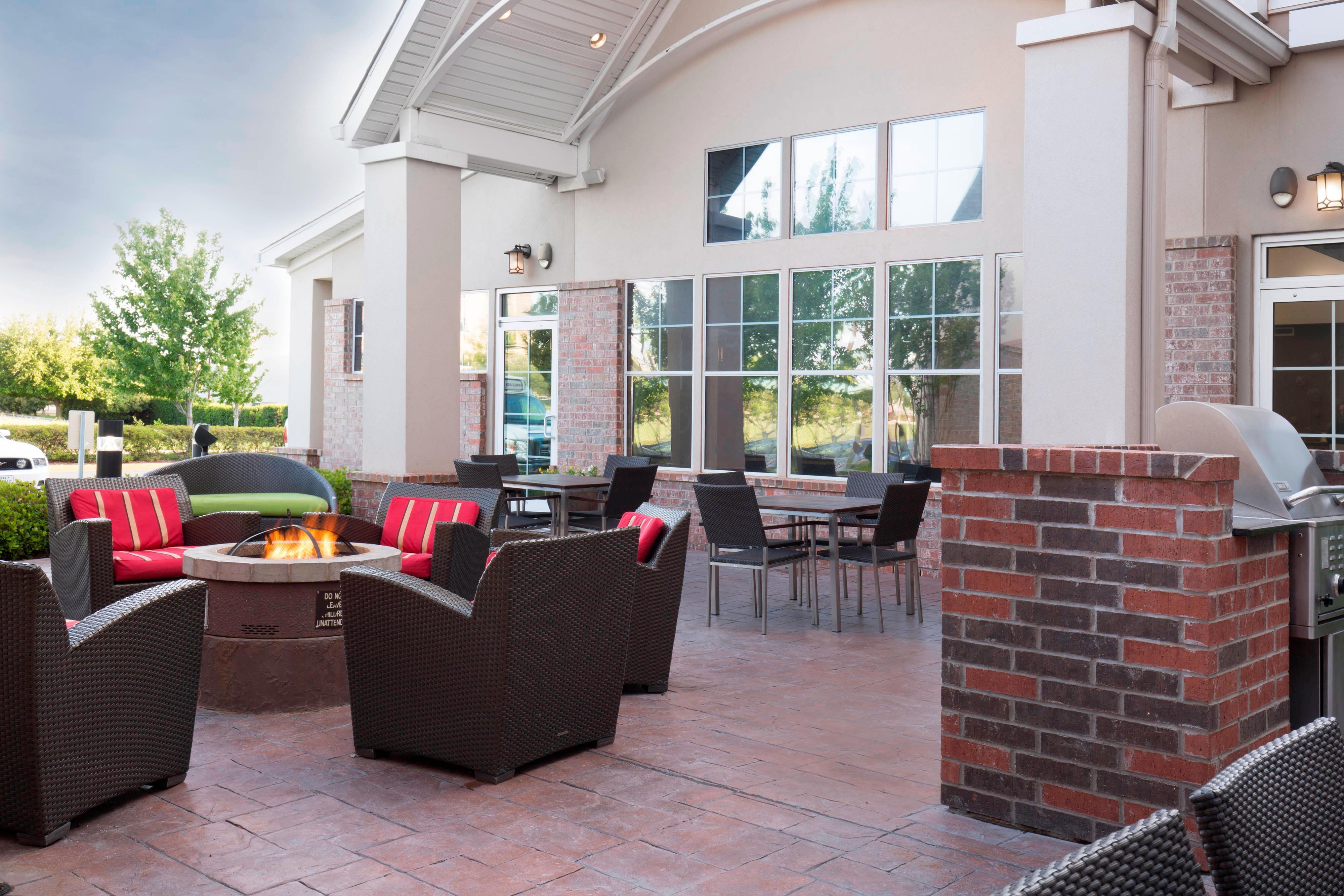 Arlington Texas Hotel Outdoor Patio