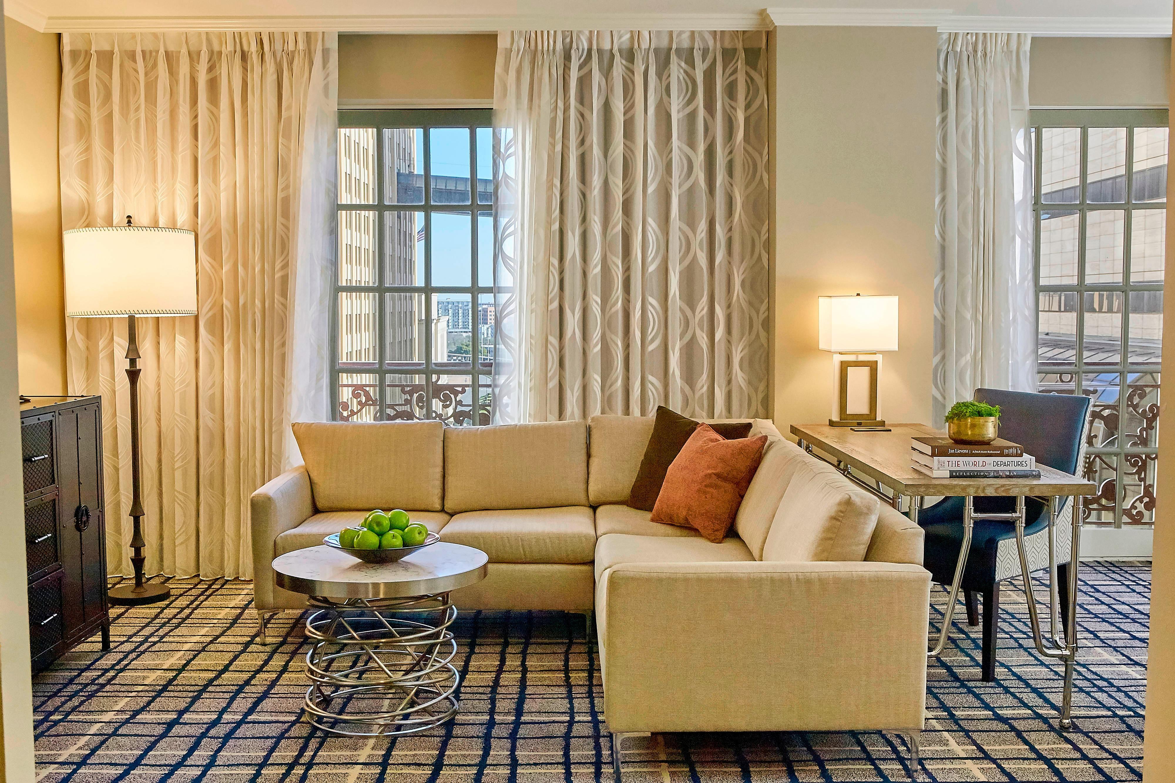 Executive Corner King Suite - Living Room