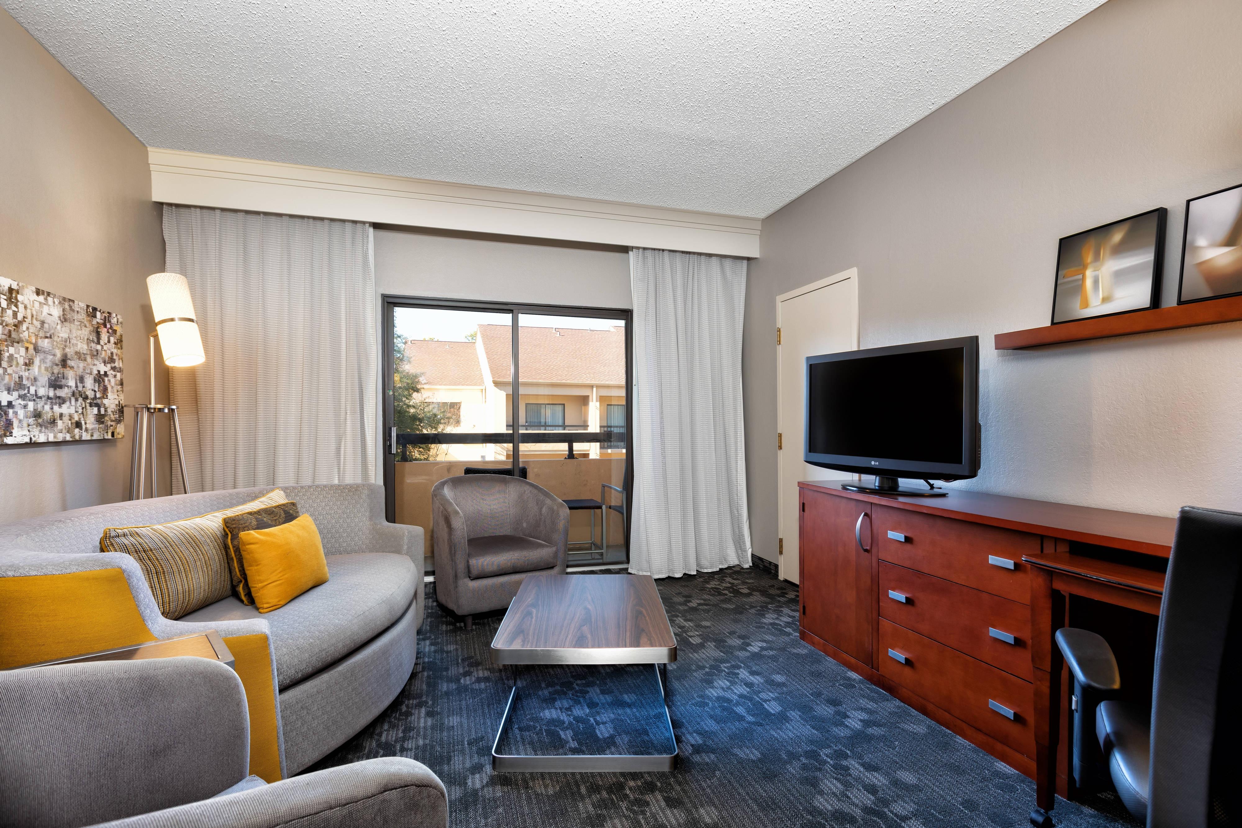 Suite mit zwei Queensize-Betten– Blick auf Innenhof