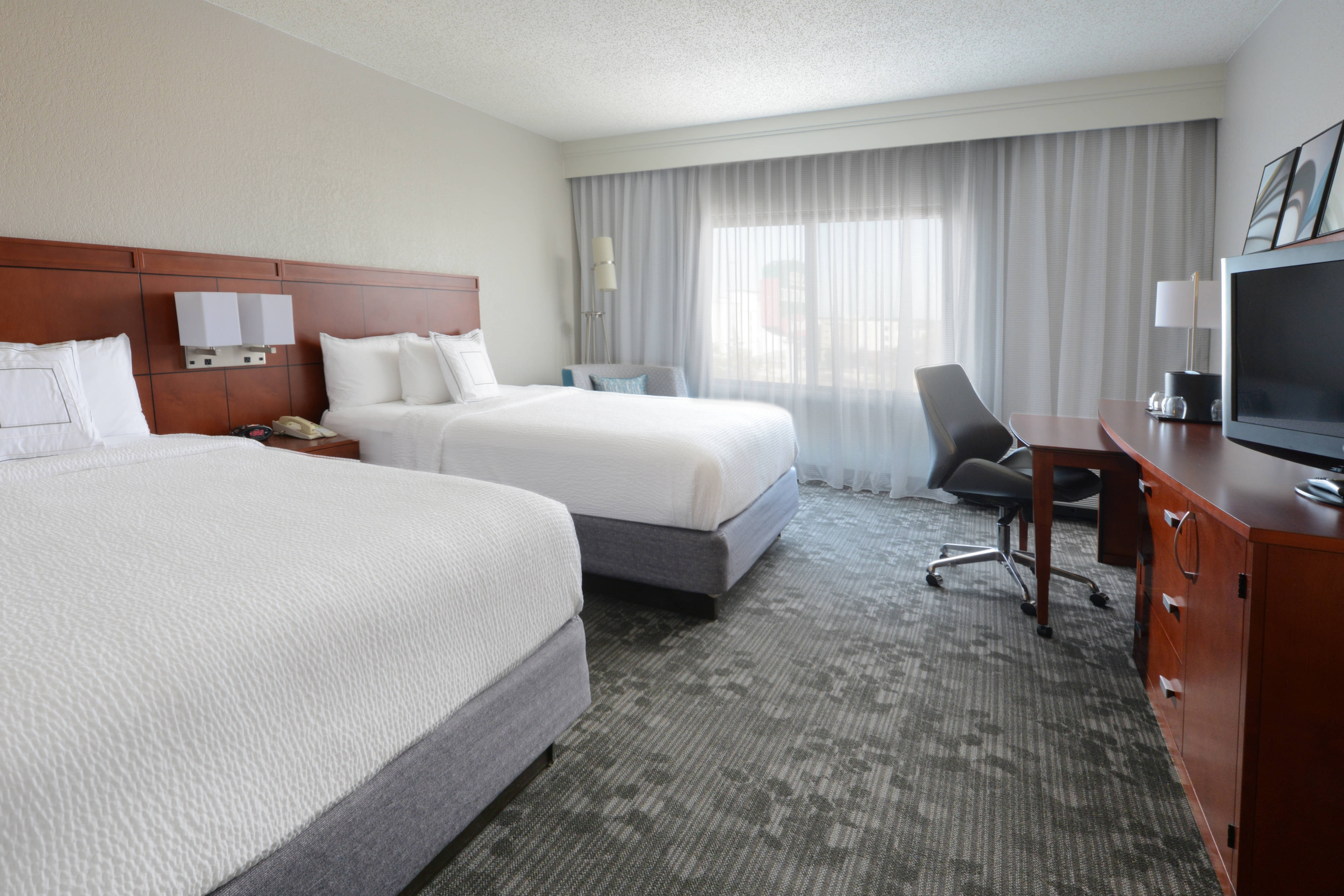Dallas Hotels near SMU and Highland Park | Courtyard Dallas Central ...