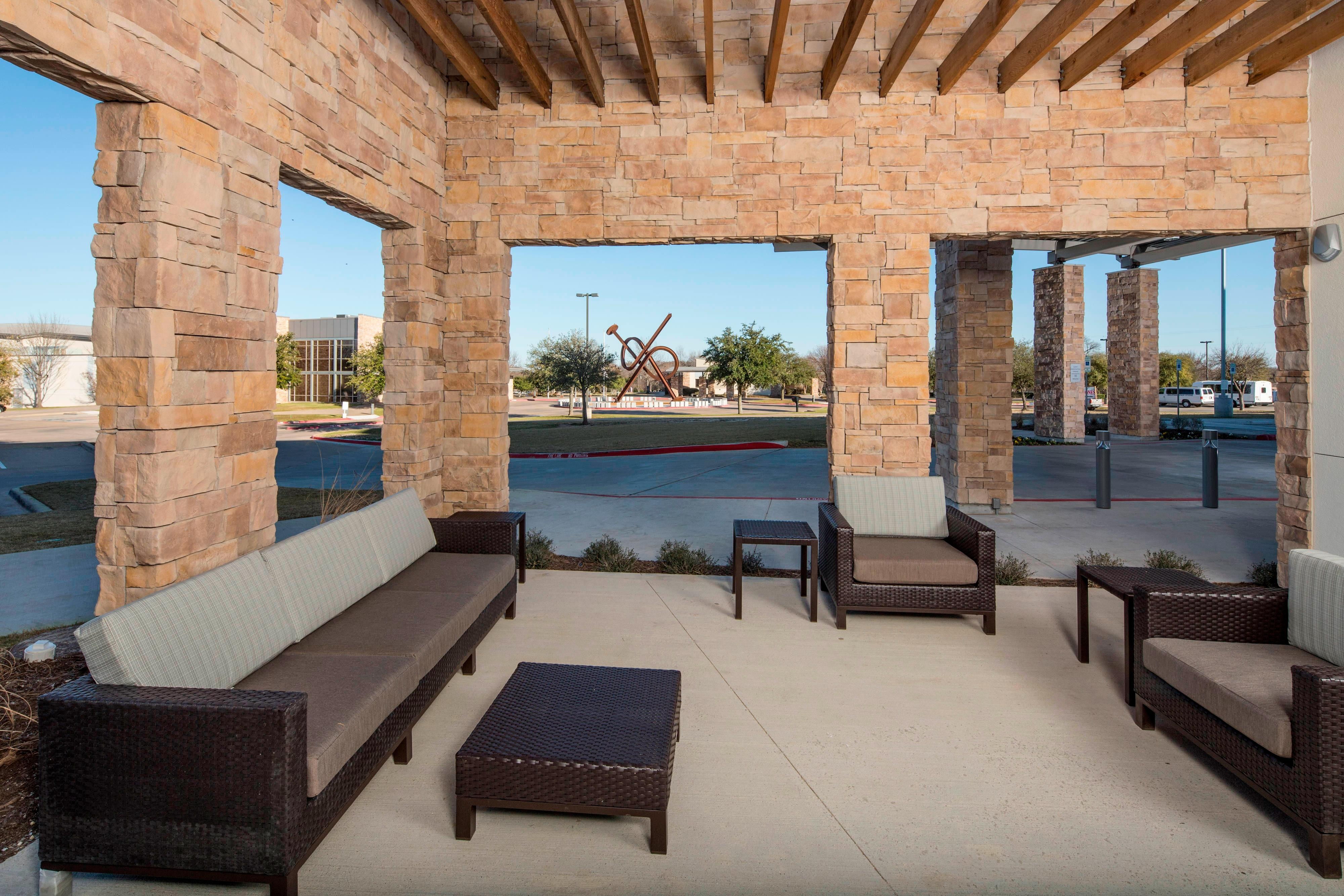 Midlothian hotel Outdoor Patio Seating