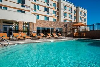 Midlothian hotel pool area