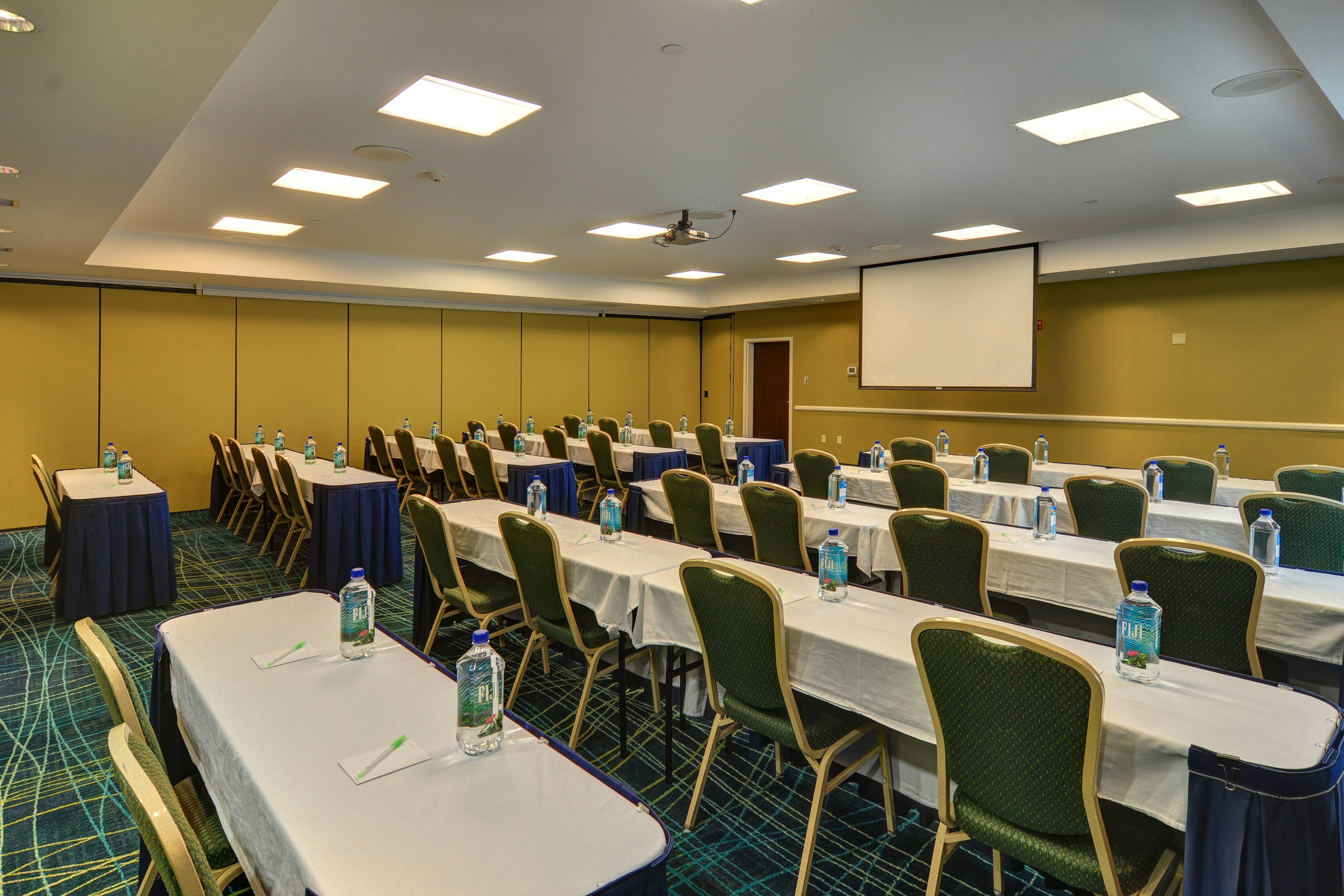 Las Colinas hotel meeting room