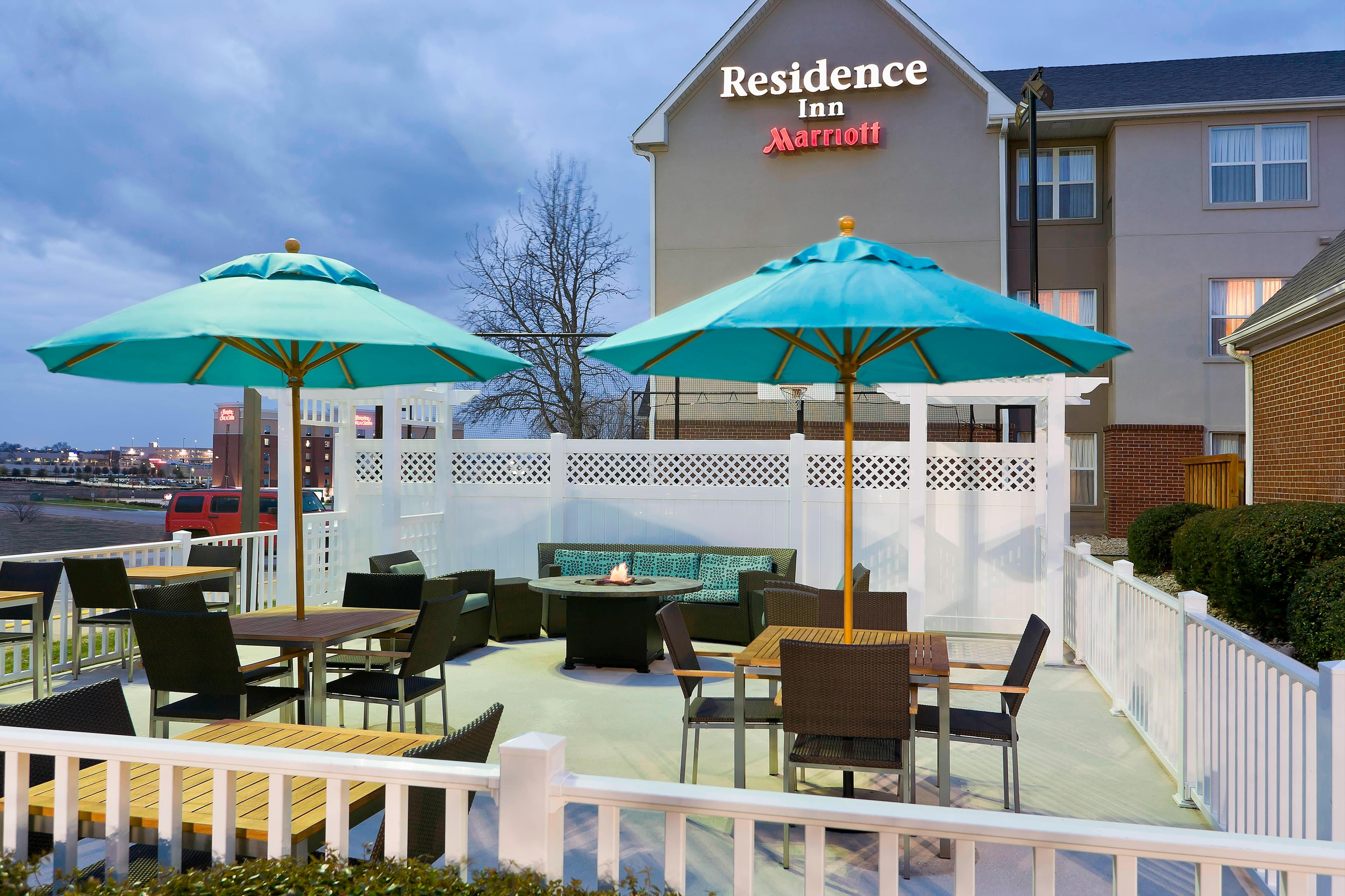 Lewisville Hotel with Outdoor Patio