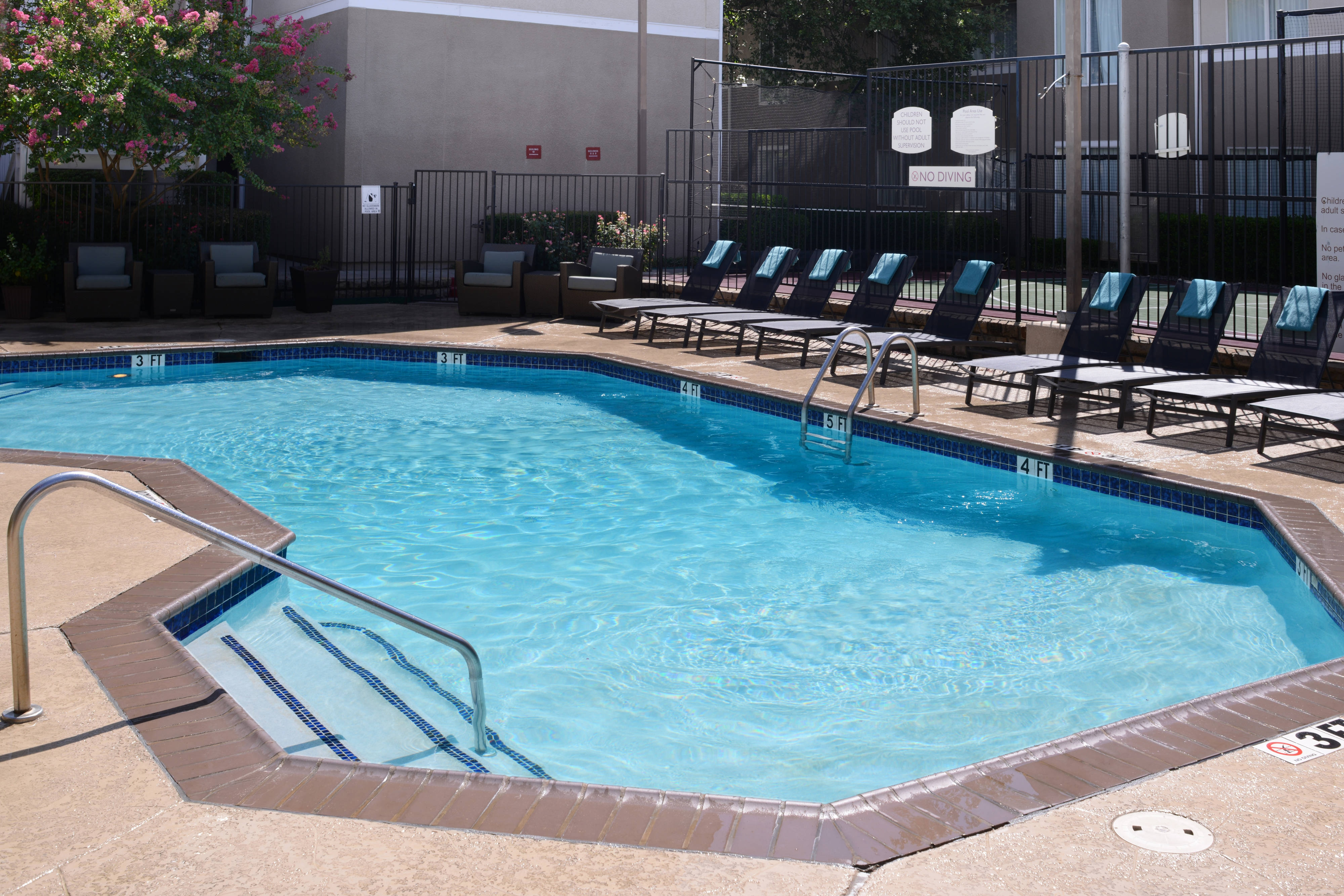 Dallas, TX Outdoor Pool