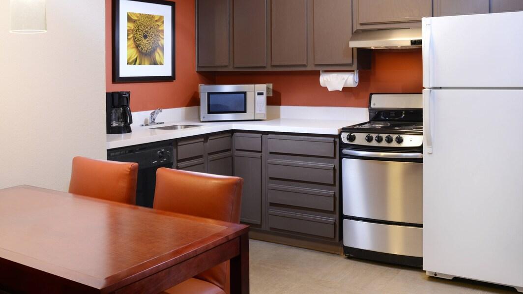Küche einer Suite im Residence Inn Dallas Plano