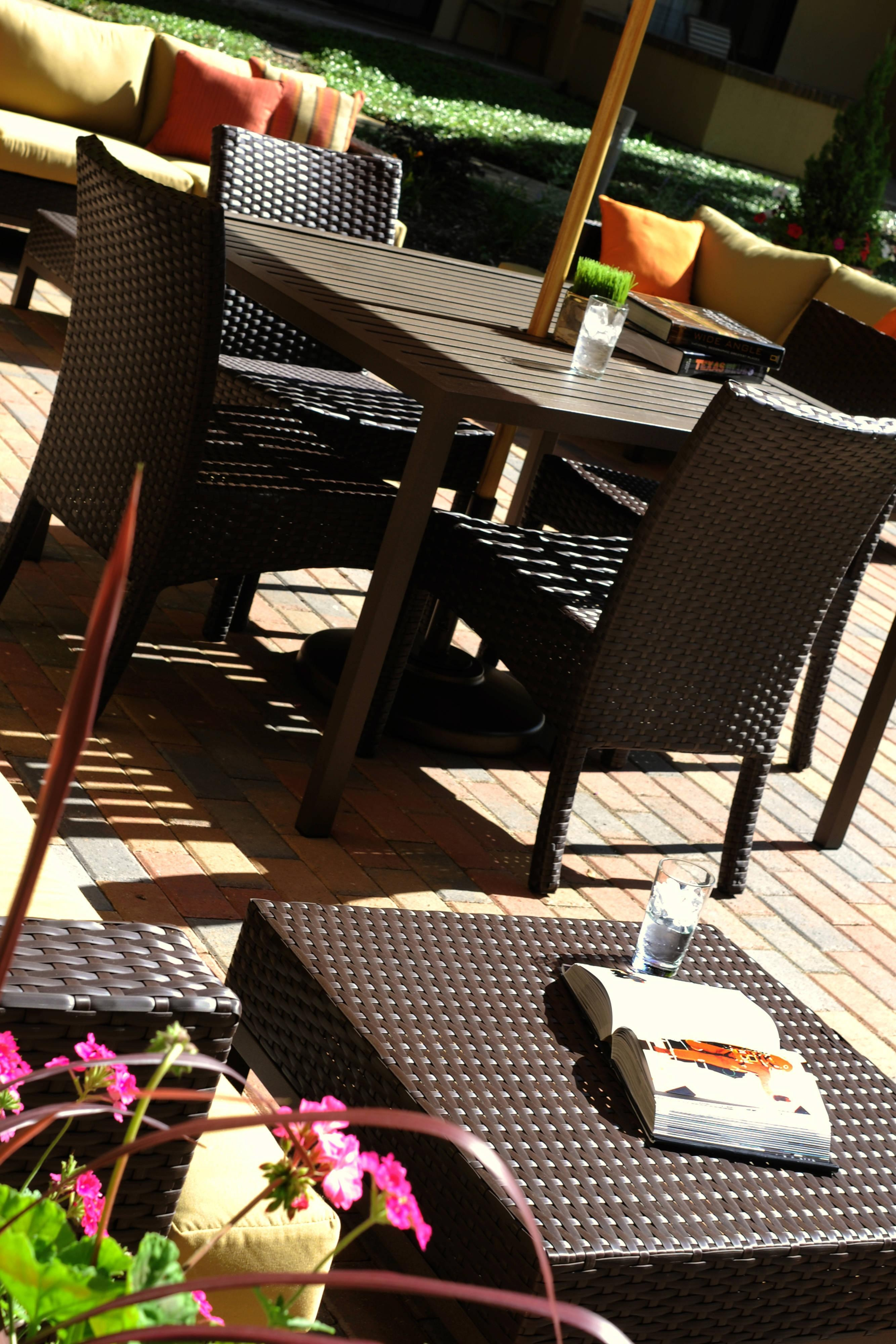 Patio - Table Seating