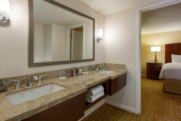 Galleria Dallas Hotel Suite Bathroom