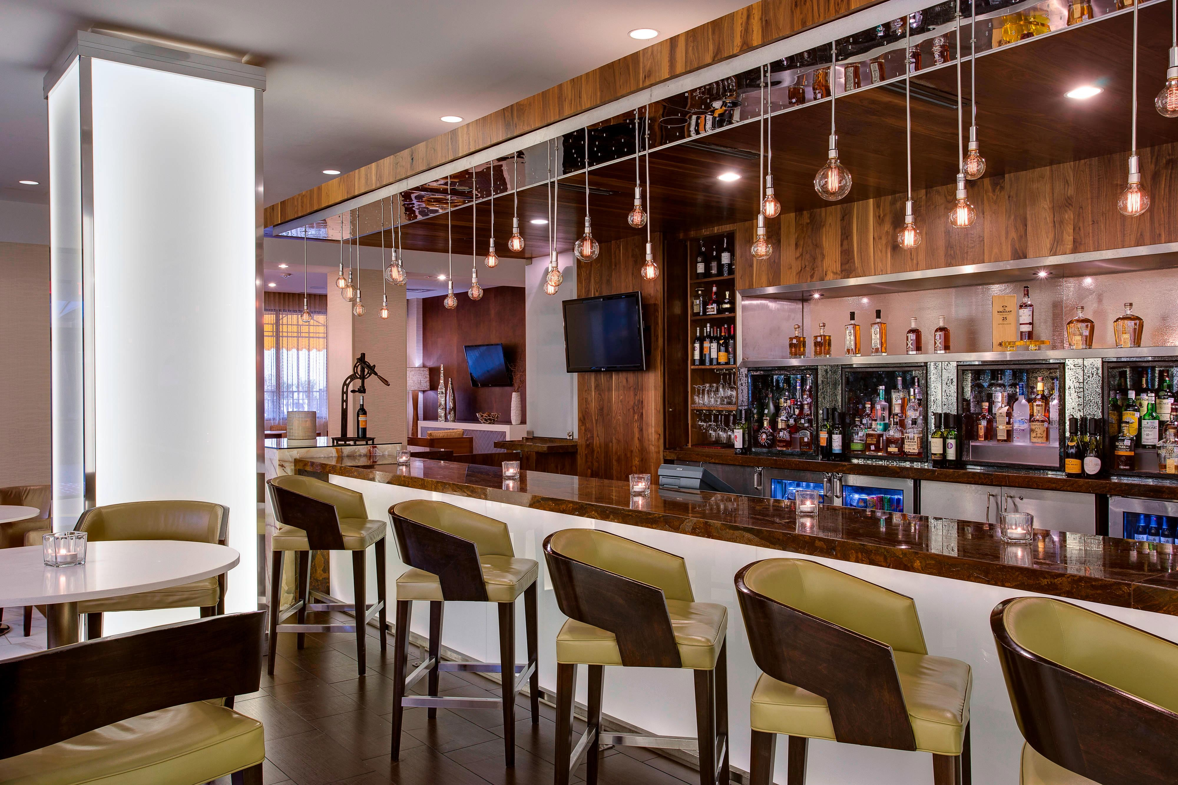 Bar del hotel en Addison, Dallas