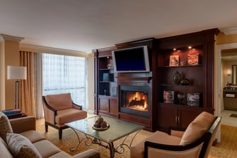Hotel in Addison Presidential Suite