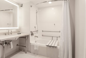 King Accessible Suite - Bathroom
