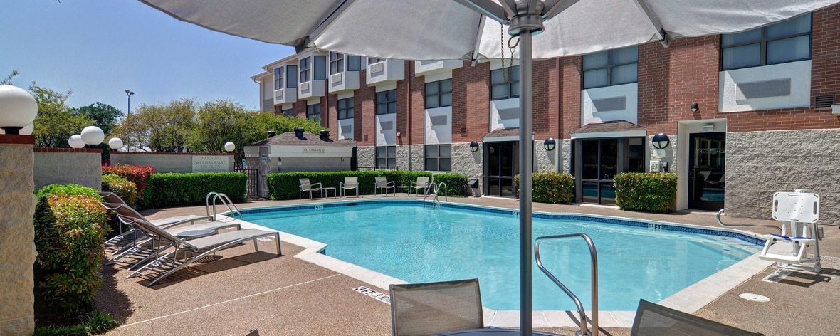 North Dallas hotel outdoor pool