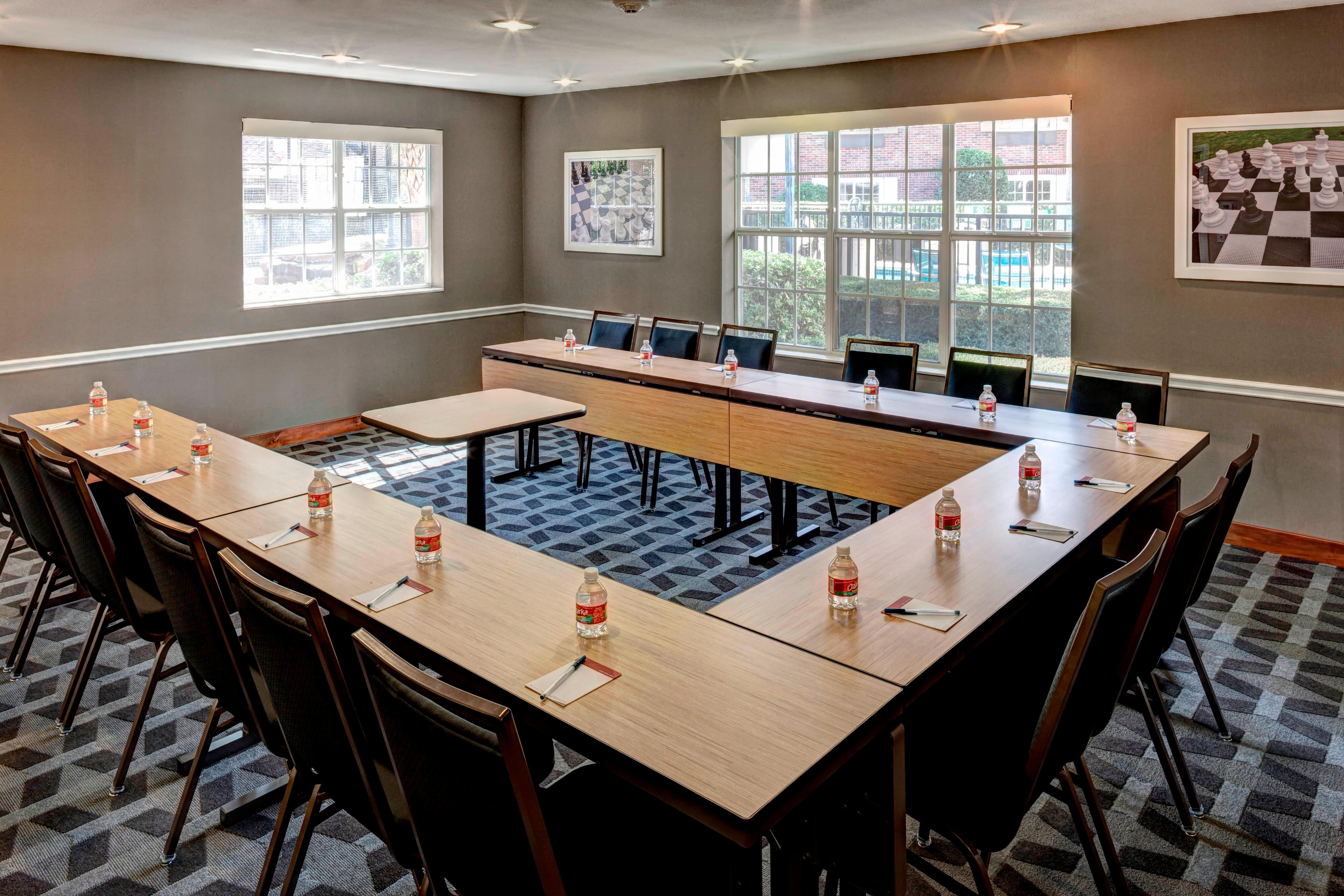Las Colinas Meeting Room – U-Shape Setup
