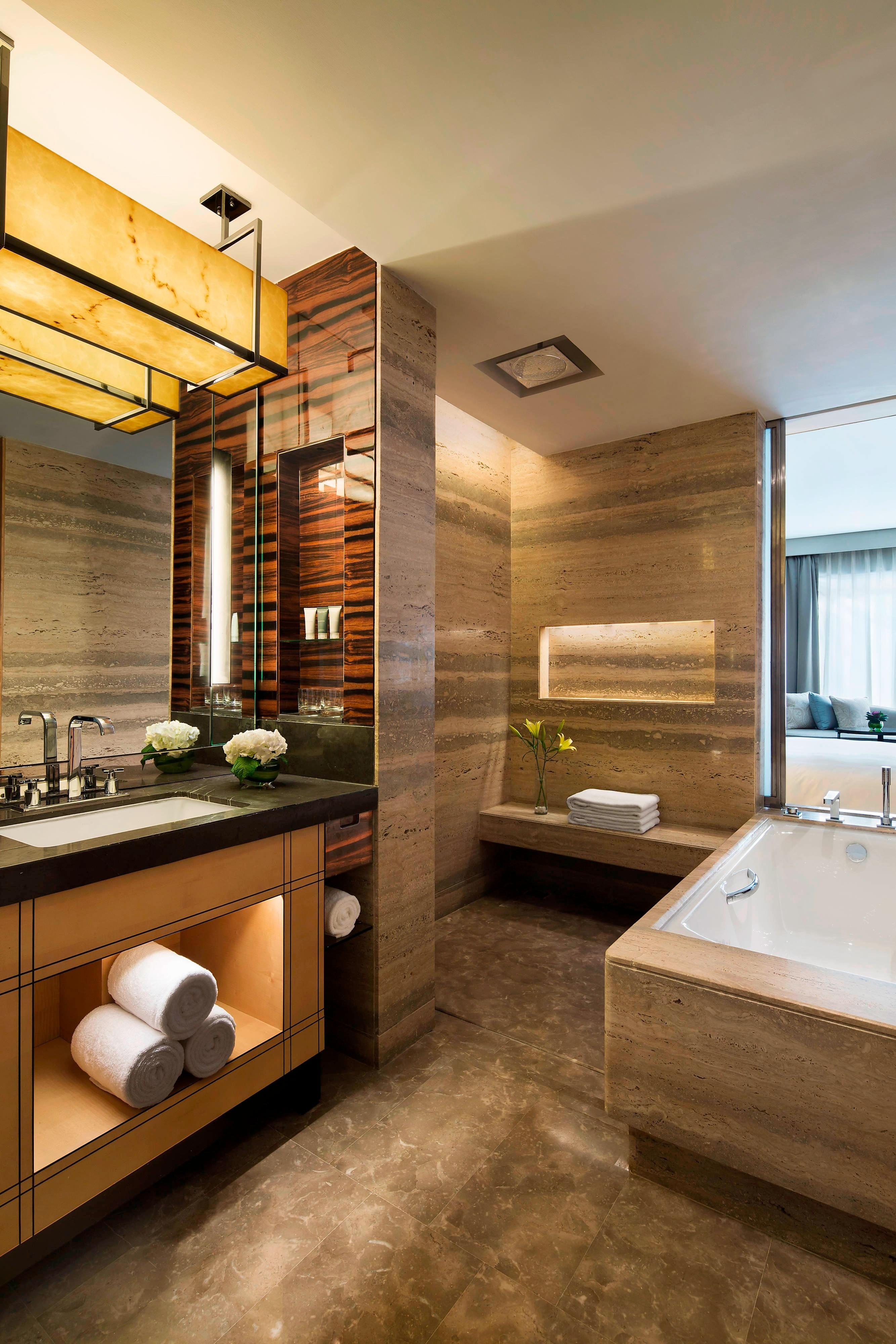 New Delhi hotel luxury bathroom