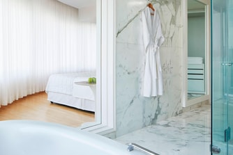 Grande Ivory Suite - Bathroom