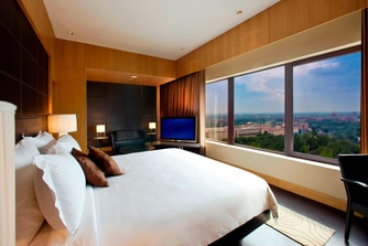 Luxury Suite - Bedroom - Capital City View