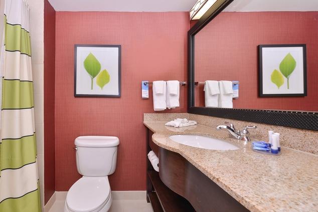Aurora Hotel Standard Bathroom