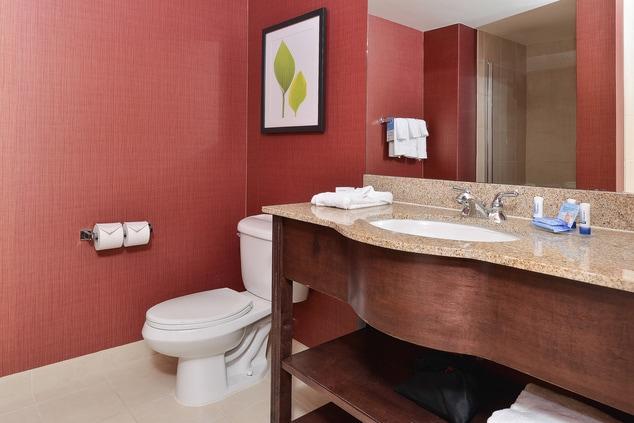 Aurora Hotel Suite Bathroom